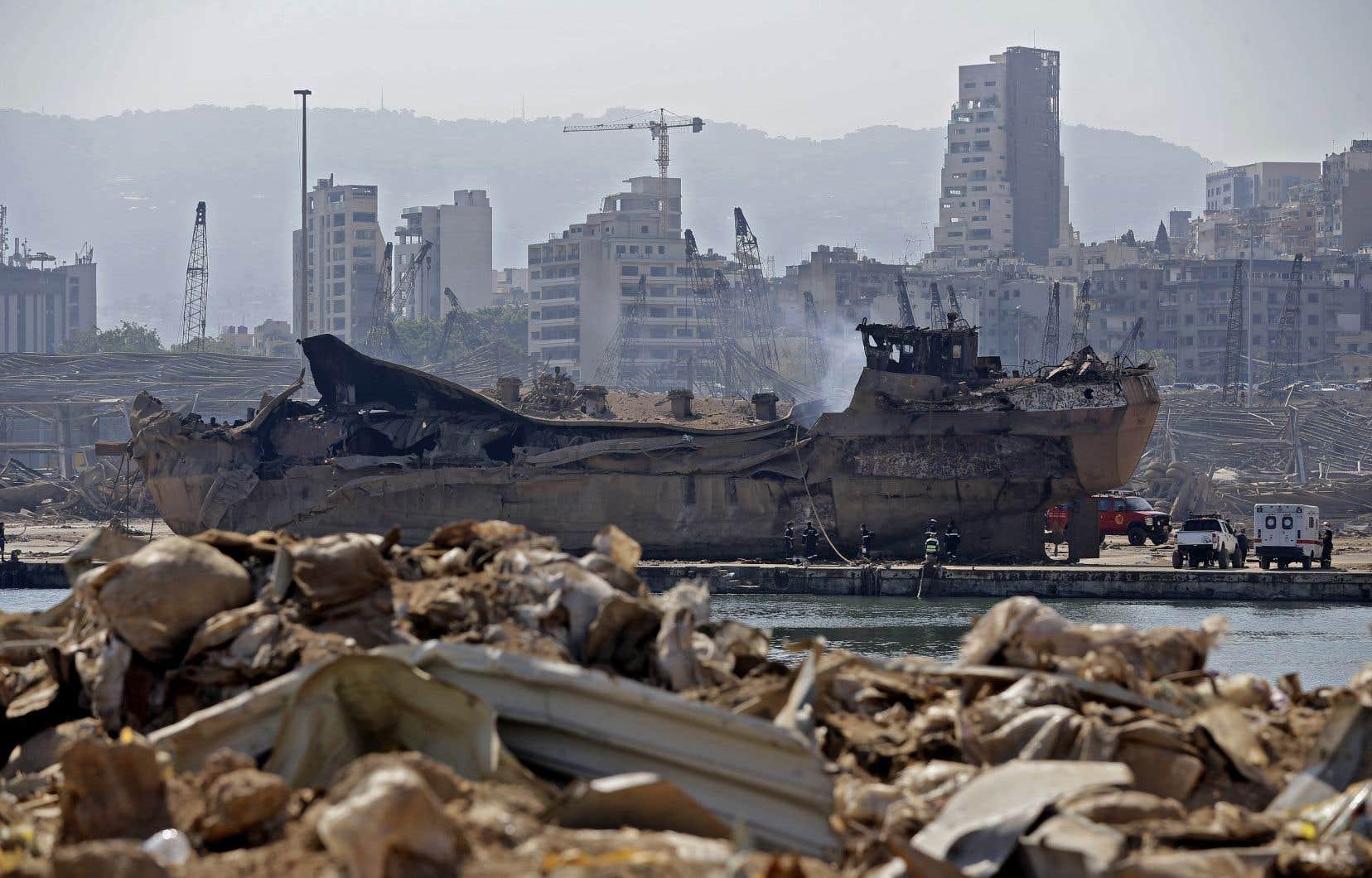 Quelque 15000 tonnes de blé, de maïs et d'orge entreposées dans les imposants silos, vieux de 55ans, ont été projetées par l'explosion et une minoterie voisine a été détruite.