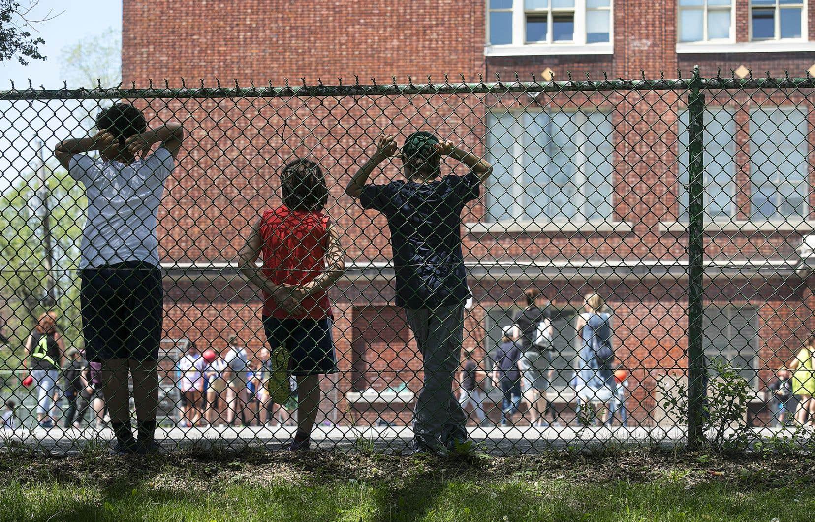 «La rentrée scolaire est à moins de trois semaines et on se demande toujours ce qu'il en adviendra», écrit l'autrice.