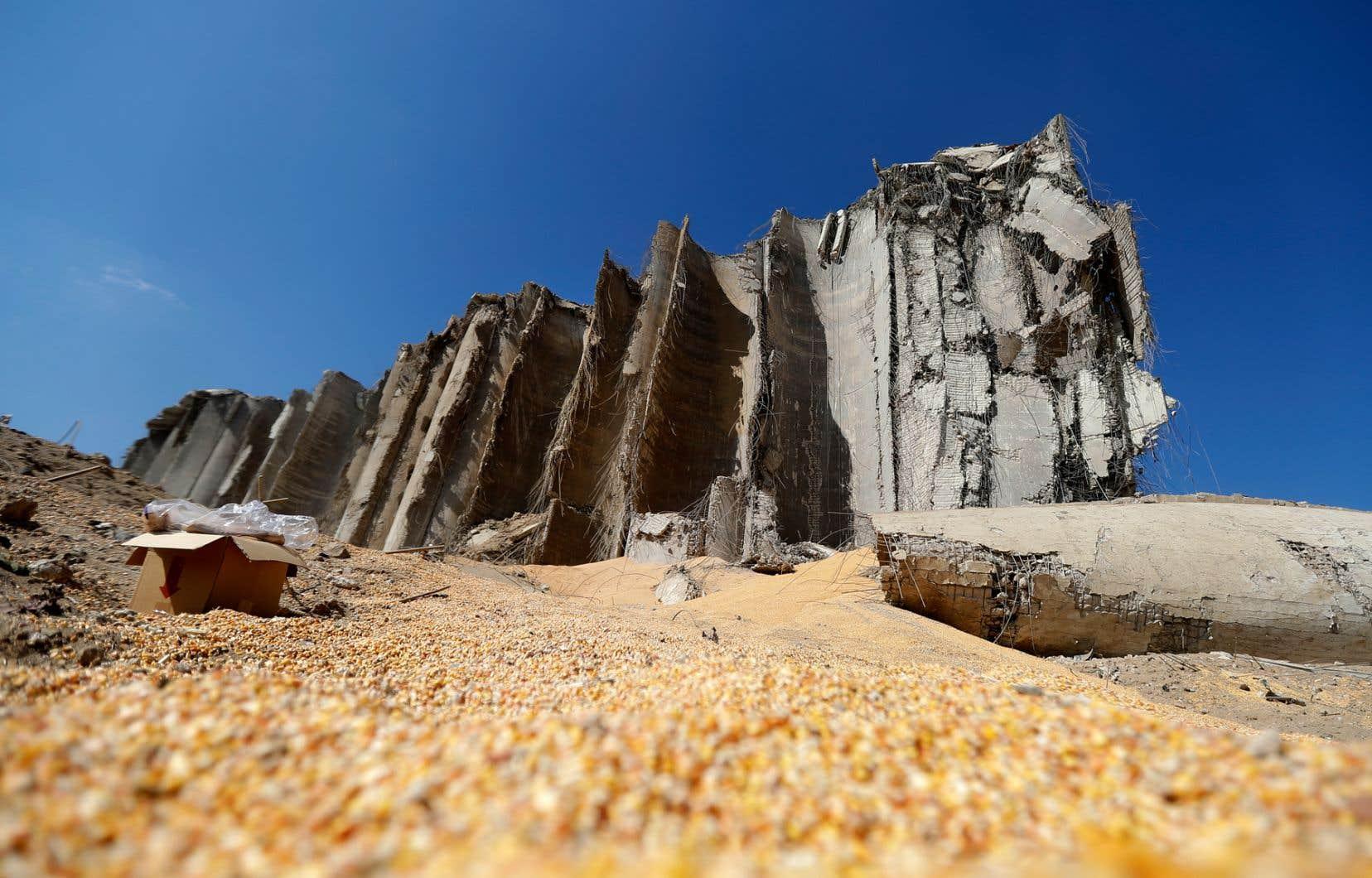 Les plus grands silos de céréales du Liban ont été détruit par les explosions survenues mardi.