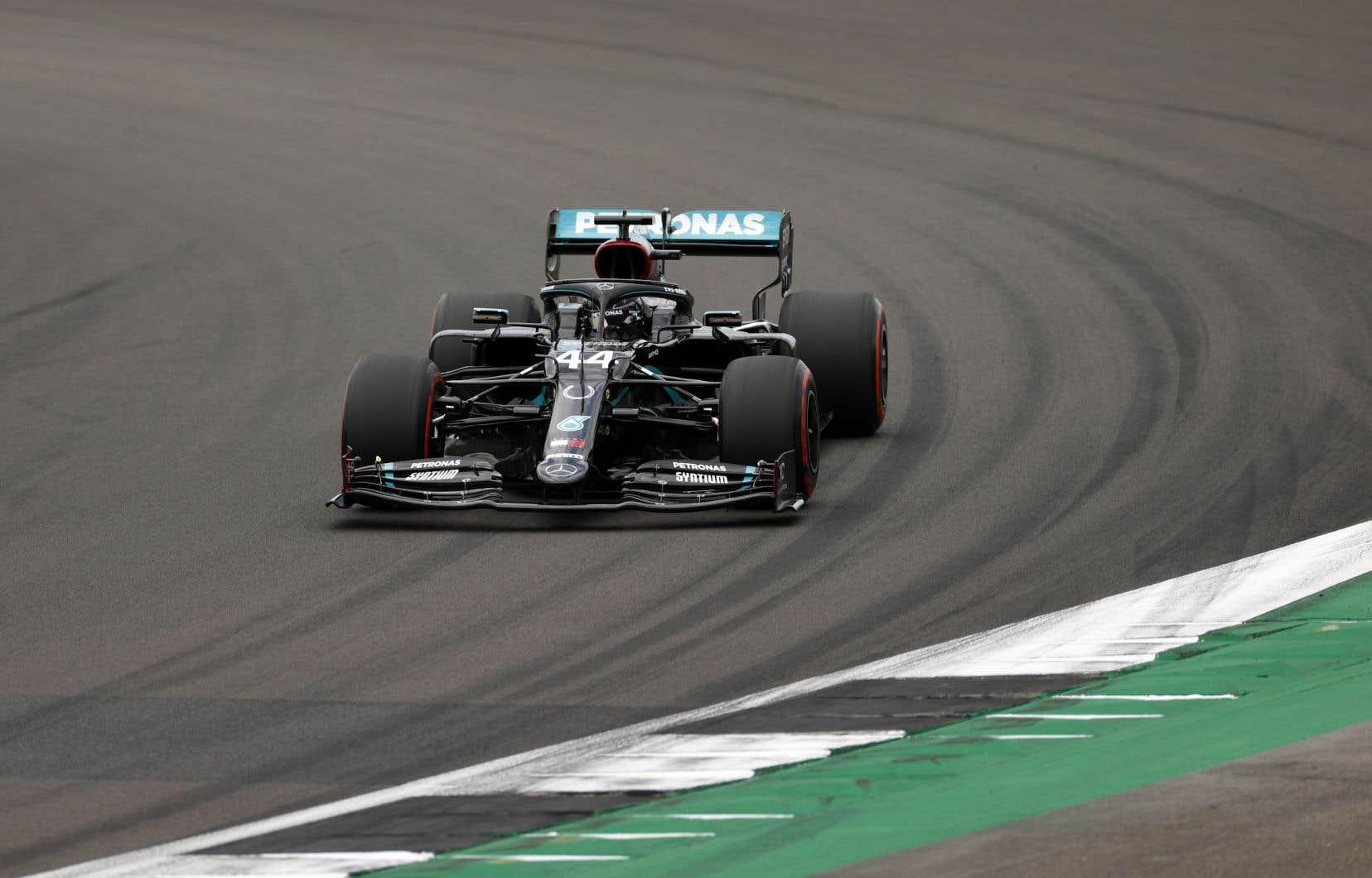 Lewis Hamilton a été le plus rapide aux essais libres du Grand Prix de Silverstone.
