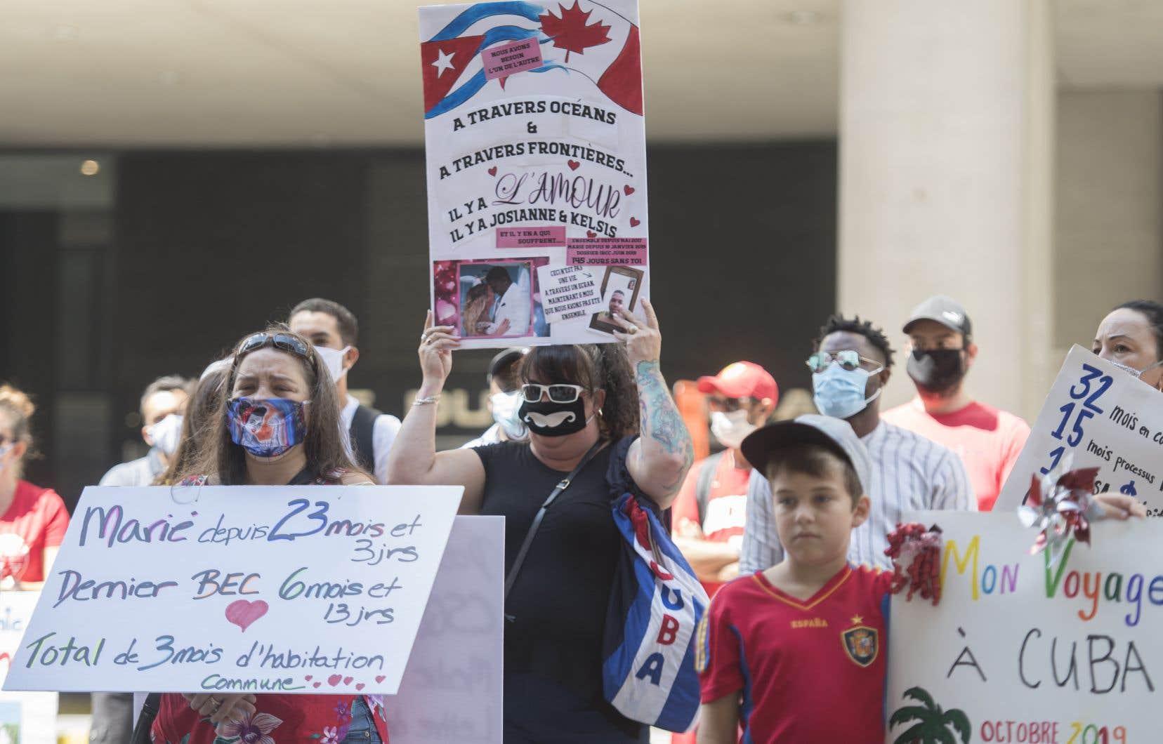 Par ces manifestations à travers le pays, ces citoyens espèrent attirer l'attention d'Ottawa afin que le gouvernement règle leur situation en priorité.