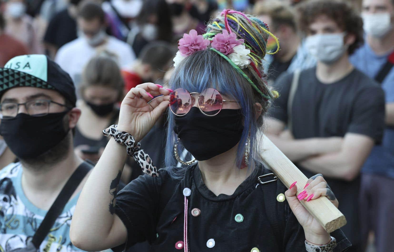 La plus grande manifestation s'est déroulée dans le centre de Varsovie, où quelques milliers de personnes se sont rassemblées.