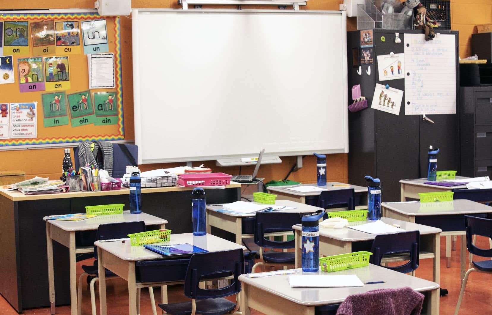 Les syndicats d'enseignants, les comités de parents et les directions d'écoles exigent l'instauration de balises permettant de prévoir ce qui arrivera quand des cas de coronavirus seront détectés.