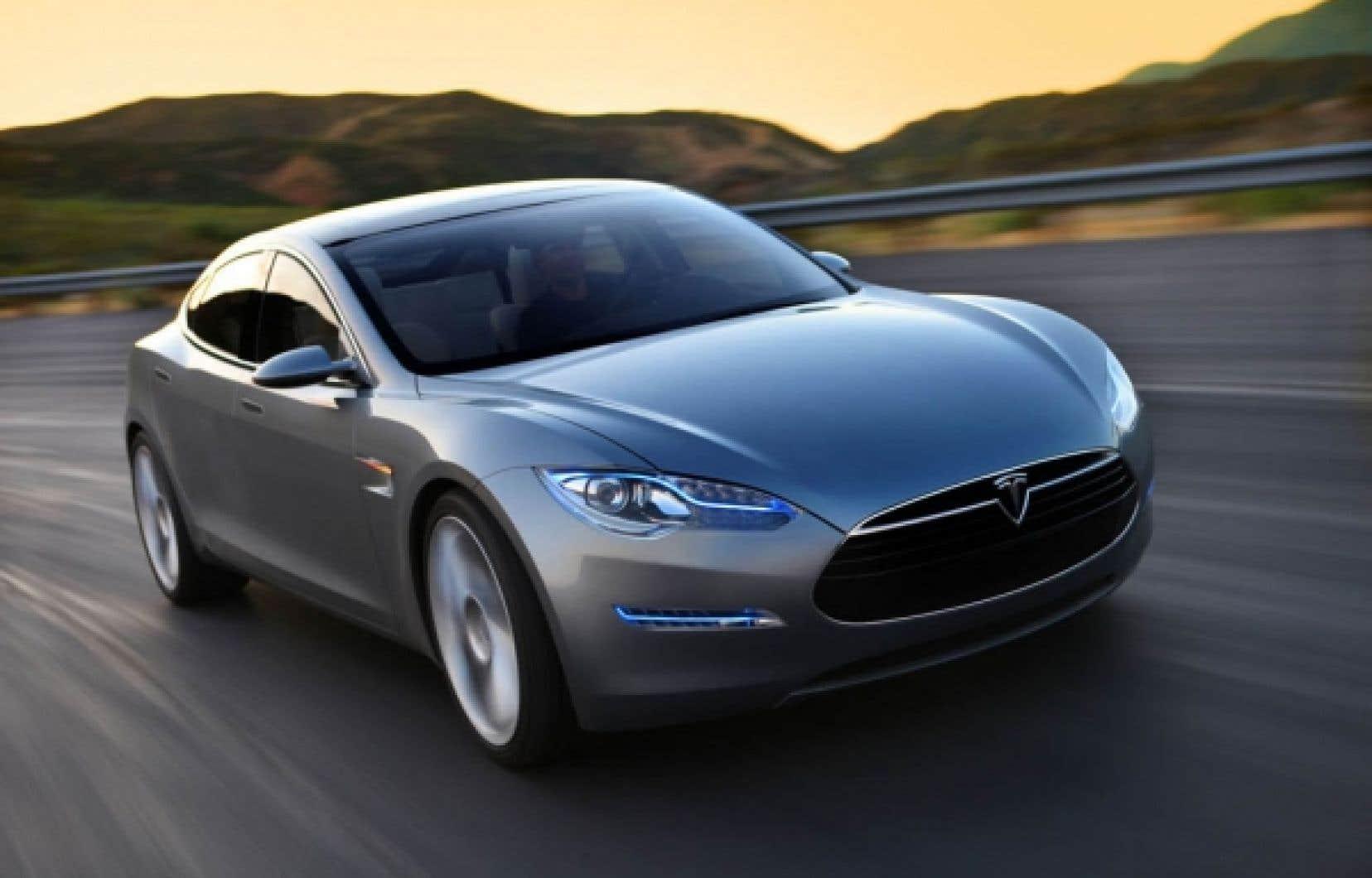 La Tesla S, une berline quatre portes 100 % électrique, aura une autonomie de 250, 400 ou 500 kilomètres, selon les batteries que vous choisirez. Elle sera offerte en 2012.<br />