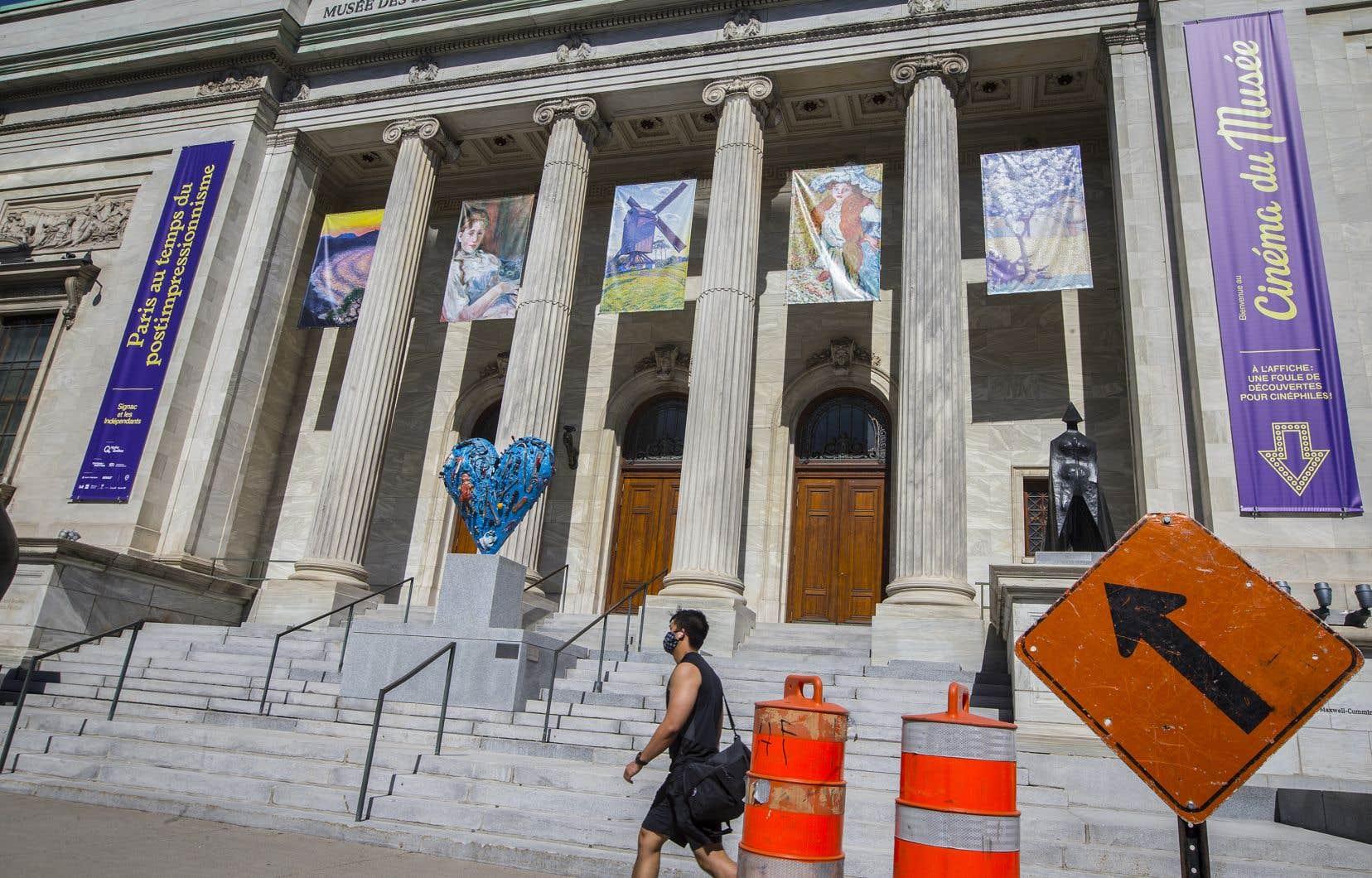 «Harcèlement et intimidation récurrents devant témoins ont ponctué les journées de plusieurs d'entre nous, notamment lors des montages d'expositions», témoignent les signataires.