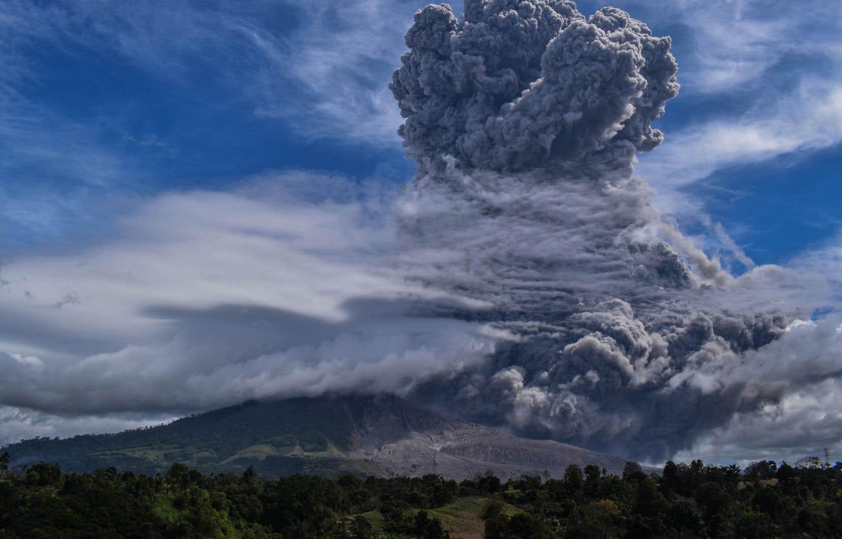 L'activité du mont Sinabungs'est intensifiée au cours des derniers jours avec notamment deux petites éruptions au cours du week-end.