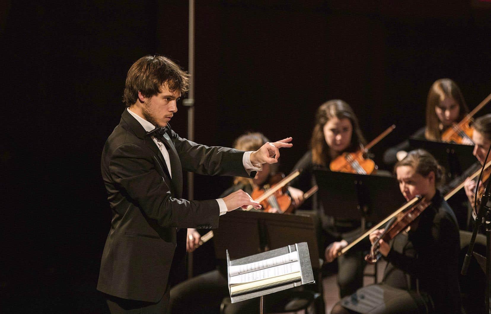 Nicolas Ellis dirigeant l'Orchestre symphonique de Québec