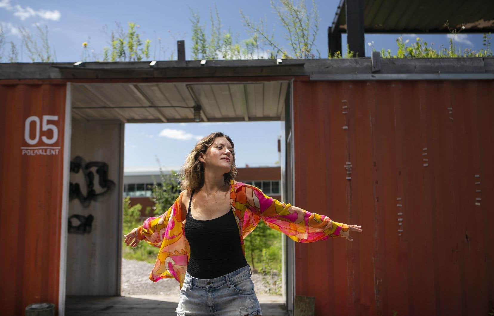 Jasamine White-Gluz  est désormais seule à bord  de No Joy  et elle poursuit son chemin sur  la scène indie rock mondiale.