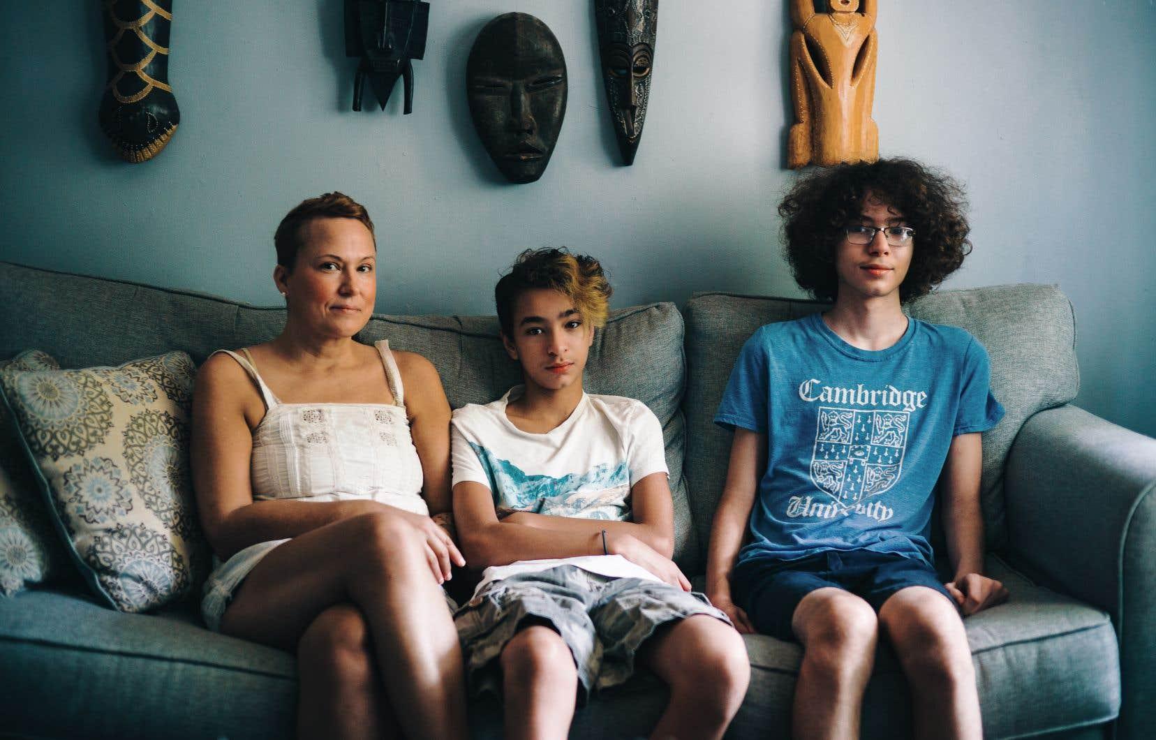 Nathalie Laurencelle ignore comment se fera la scolarisation de ses deux garçons autistes, Malik et Wissem, dans le contexte de la pandémie. Les deux jeunes entreront en première secondaire à l'école Sophie-Barat dans deux semaines.