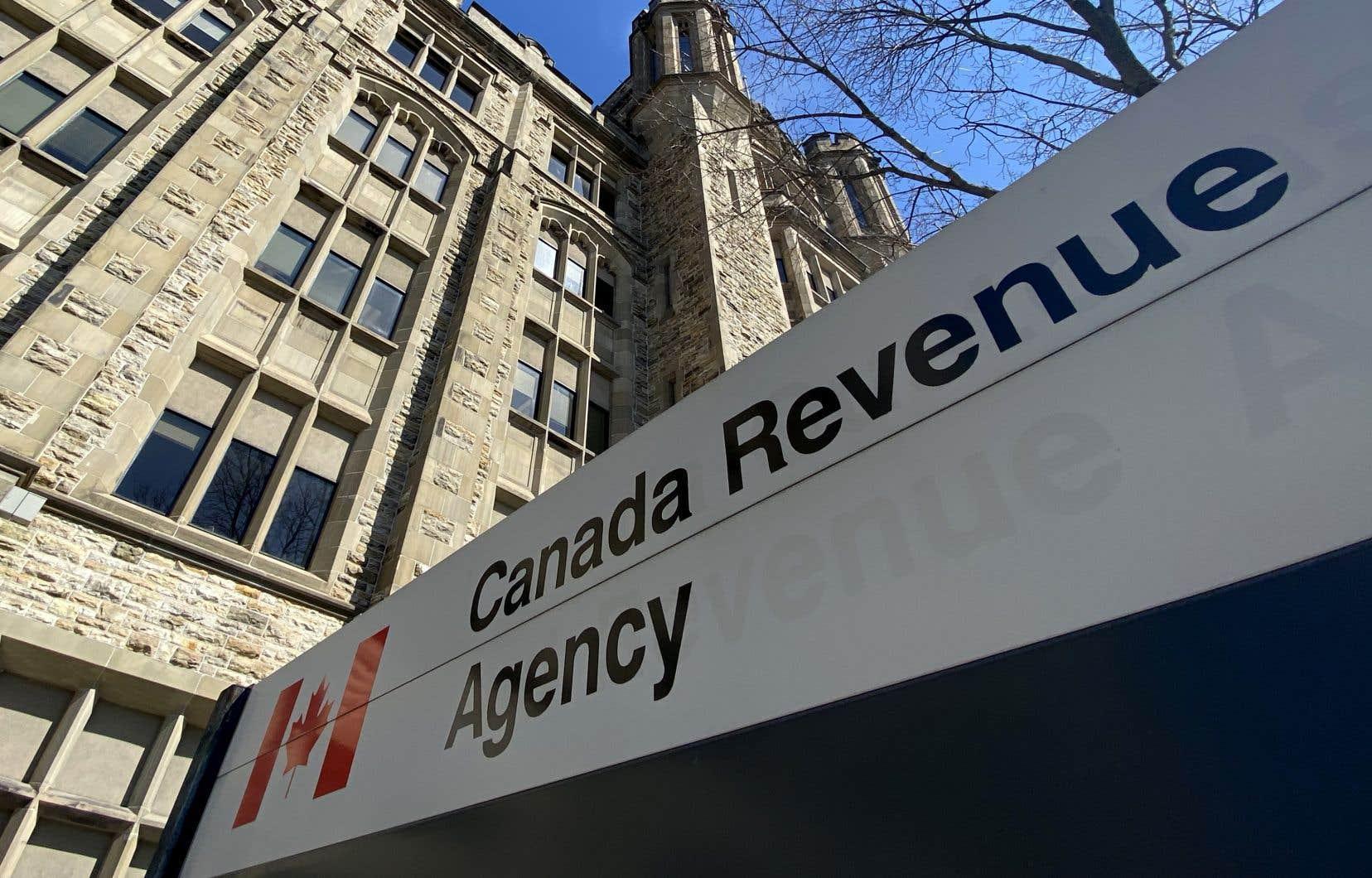 Environ 5500 comptes de l'Agence du revenu du Canada ont été notamment ciblés dans cette attaque et dans une autre.