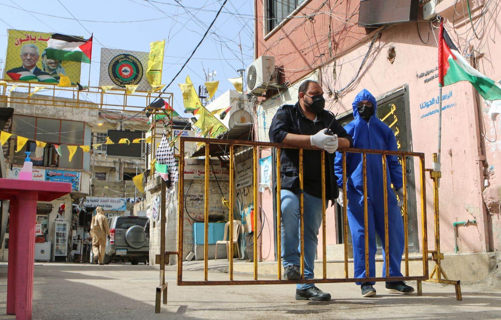 Plus de 200 000 réfugiés palestiniens vivent au Liban, selon l'Agence des Nations unies pour les réfugiés palestiniens.