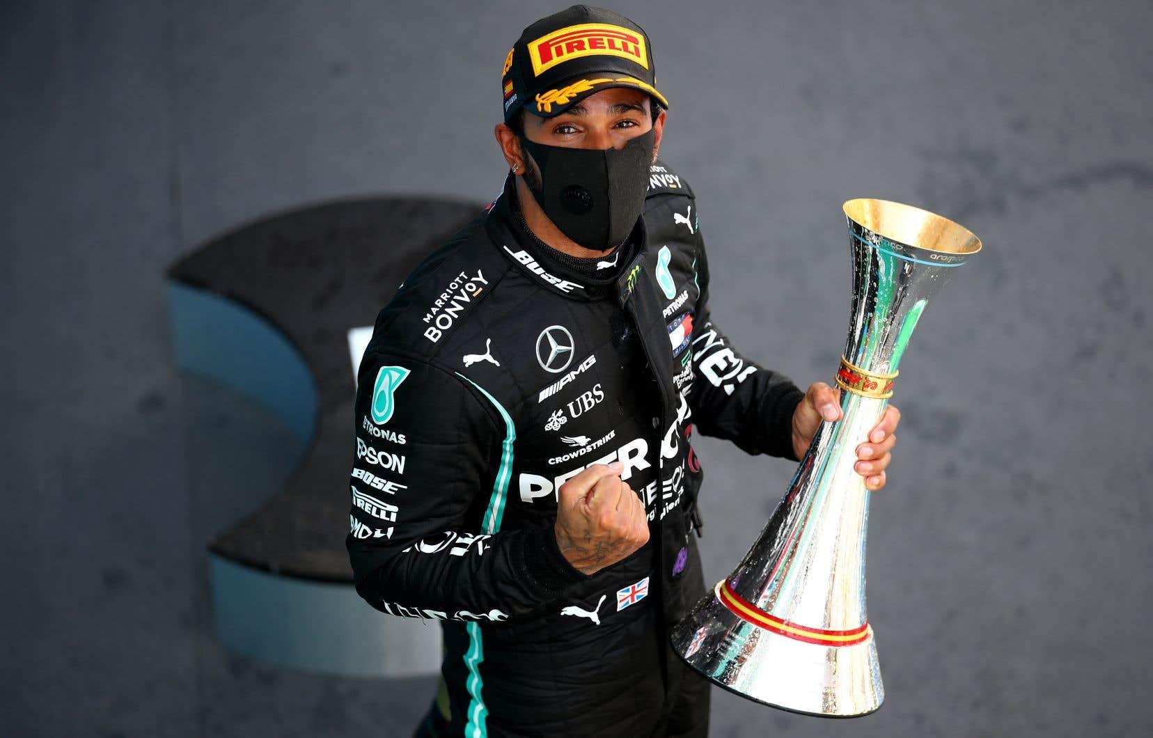 Le pilote britannique compte maintenant 88 victoires en Formule 1, à trois du détenteur du record, l'ancien pilote allemand Michael Schumacher.