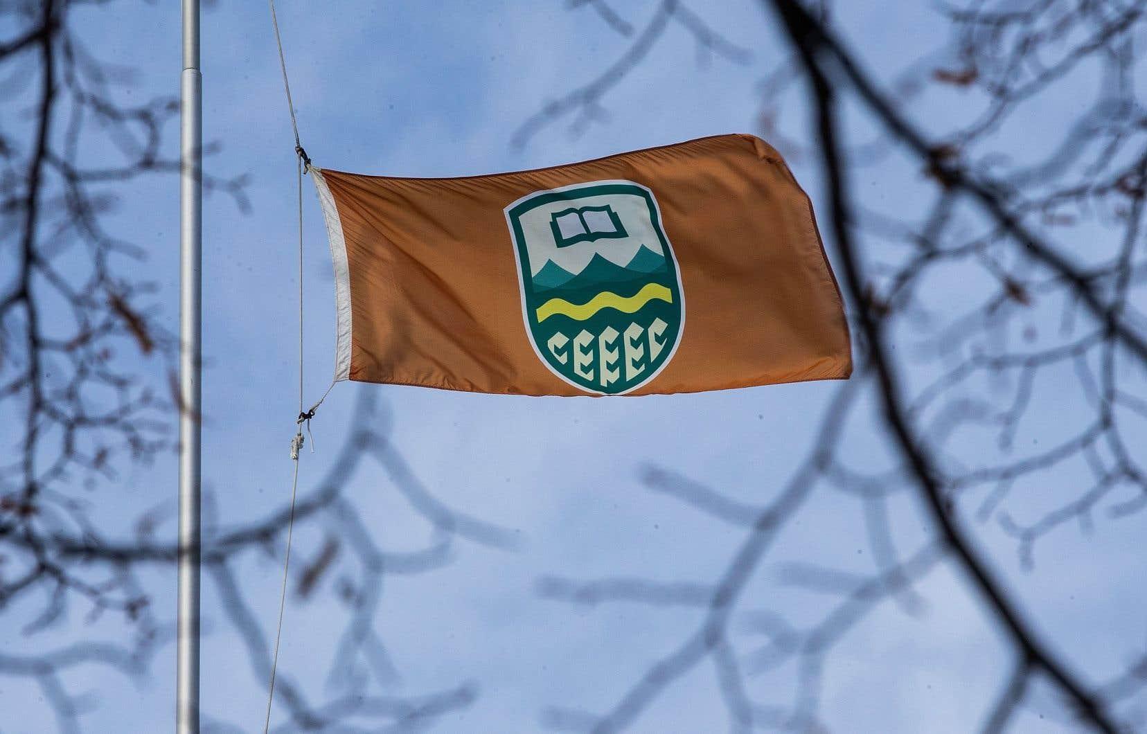 Les cours en français à l'Université de l'Alberta et la faculté qui les prodigue, la Faculté Saint-Jean, ont été décapités par souci d'économie.