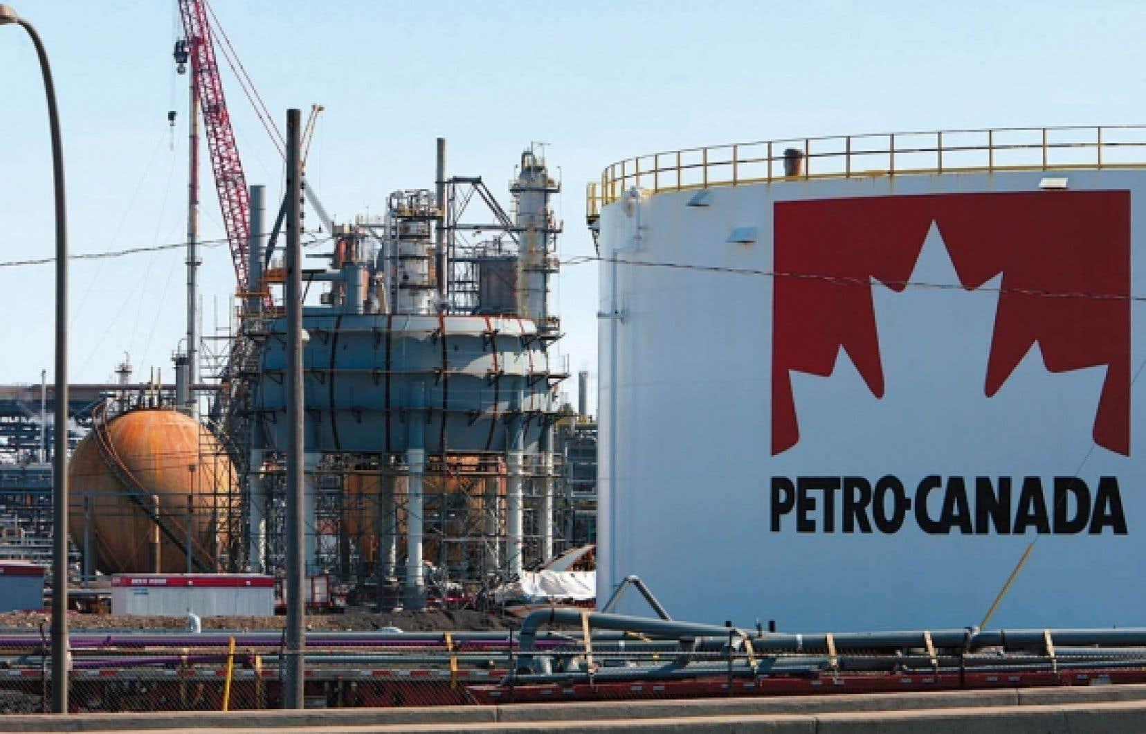 Sur la glace depuis plusieurs années, d'abord en raison d'un gros conflit de travail à l'époque où la raffinerie appartenait à Petro-Canada, ensuite en raison de l'achat de Petro-Canada par Suncor, le projet permettrait à l'établissement d'utiliser les sous-produits du pétrole lourd pour produire de l'essence, du diesel ou du mazout.