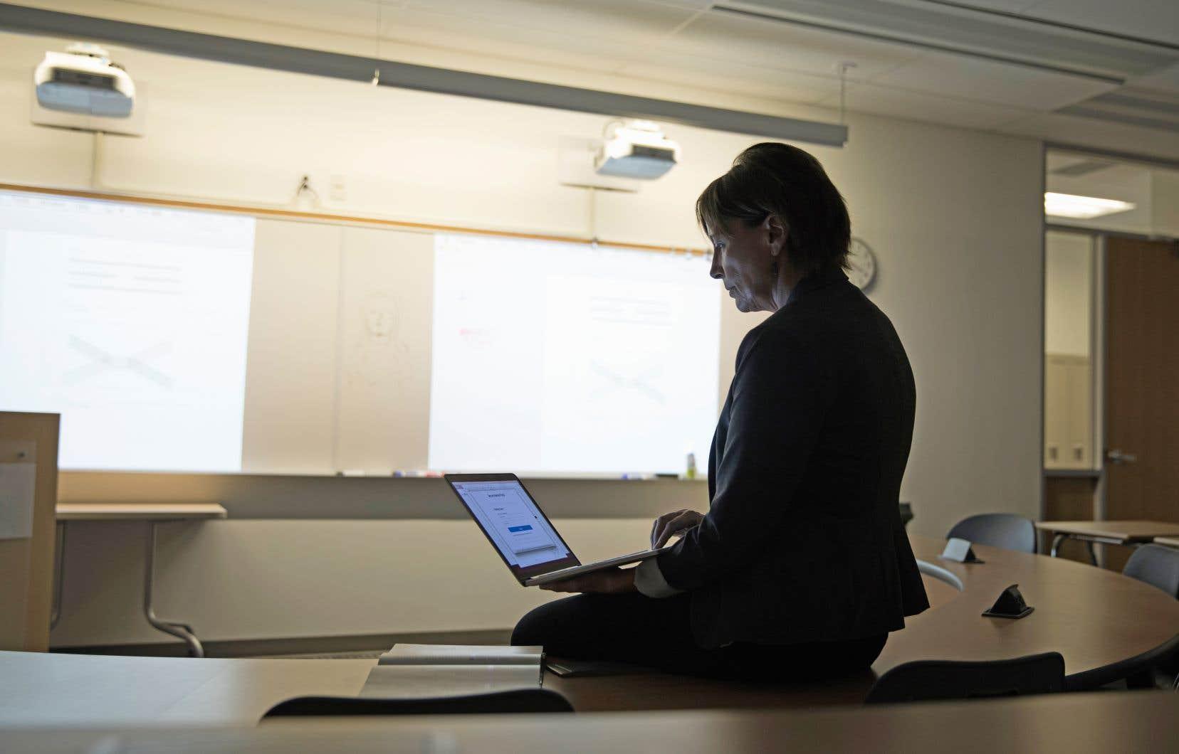Pour le tiers des professeurs d'université sondés, la charge de travail a augmenté «d'au moins dix heures de plus par semaine» depuis le début de la pandémie.