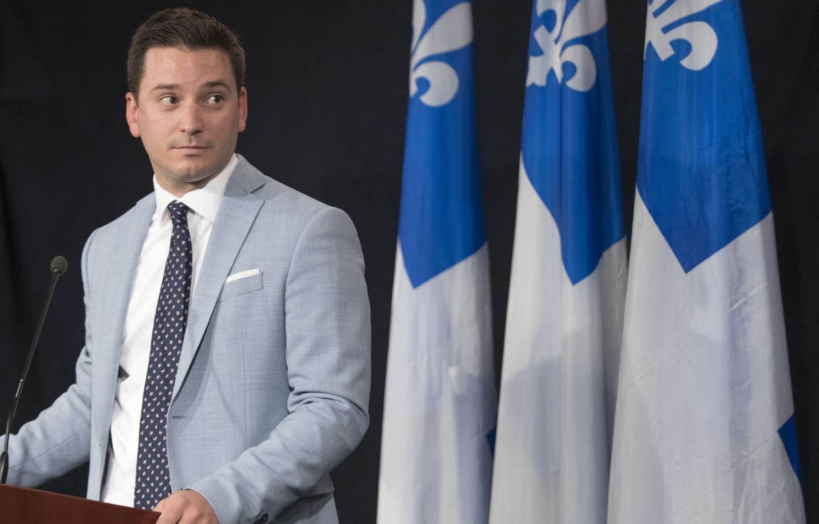 Le ministre Simon Jolin-Barrette compte déposer un plan d'action «global» visant à renforcer la présence du français dans les entreprises au Québec.