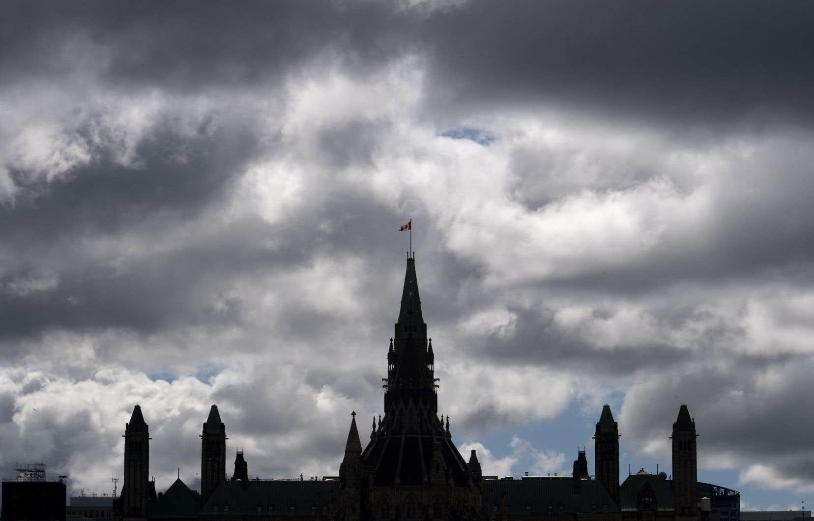 Puisque le Parlement a été prorogé mardi jusqu'au 23septembre, un projet de loi ne pourrait pas, effectivement, être déposé aux Communes avant la fin de septembre.