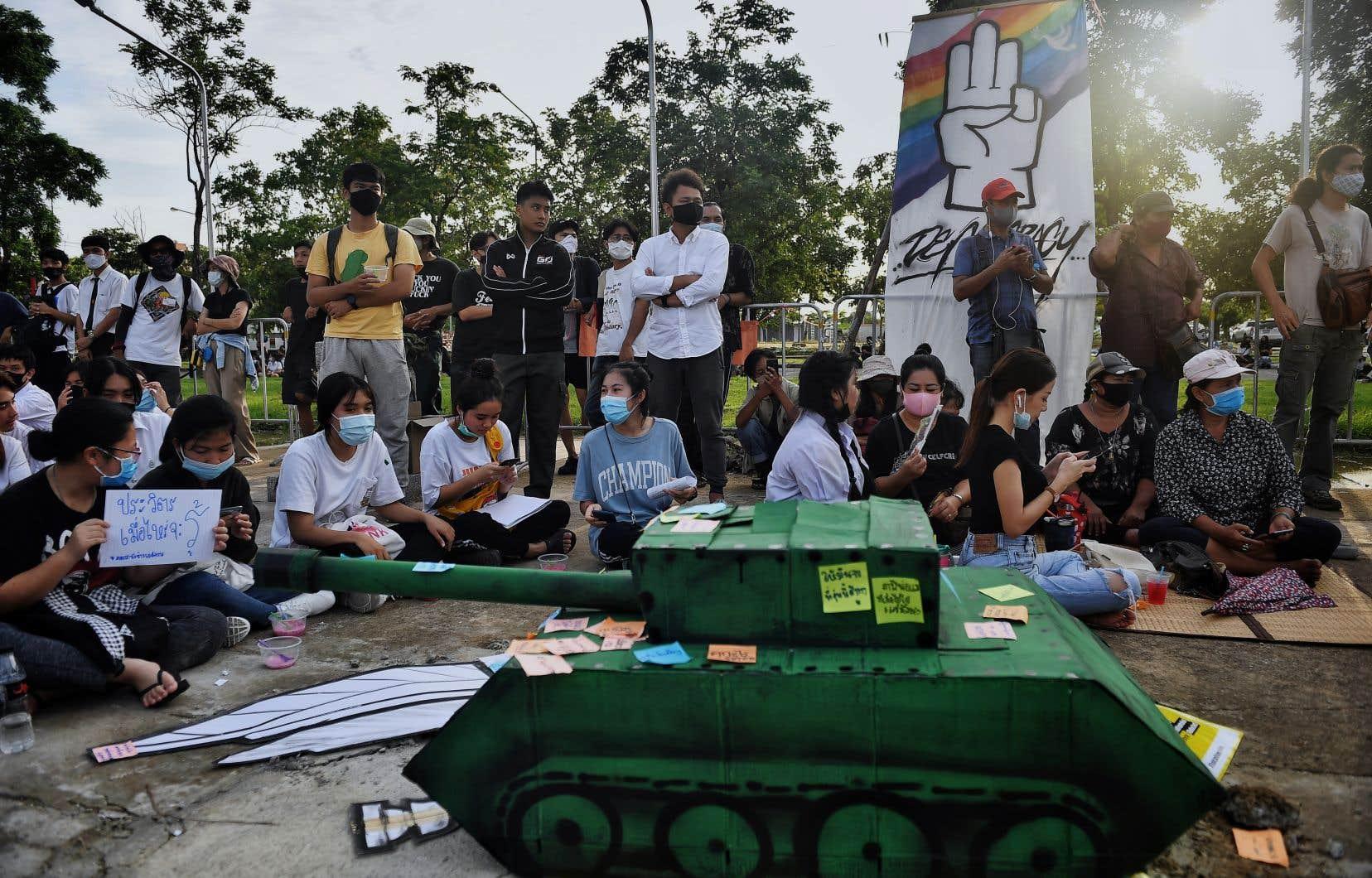 Depuis le mois dernier, des manifestations quasi-quotidiennes sont organisées par des groupes d'étudiants sur les campus thaïlandais.