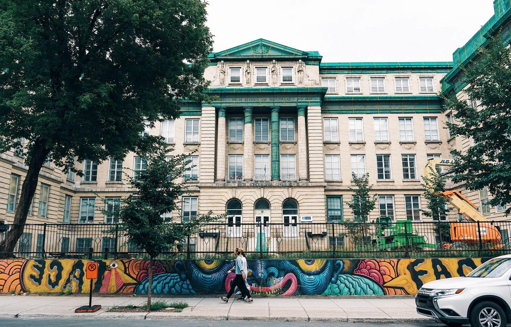 L'école FACE accueille des élèves des communautés francophone et anglophone. Le modèle, qui a fait ses preuves depuis 45 ans, est remis en question par la CSEM.