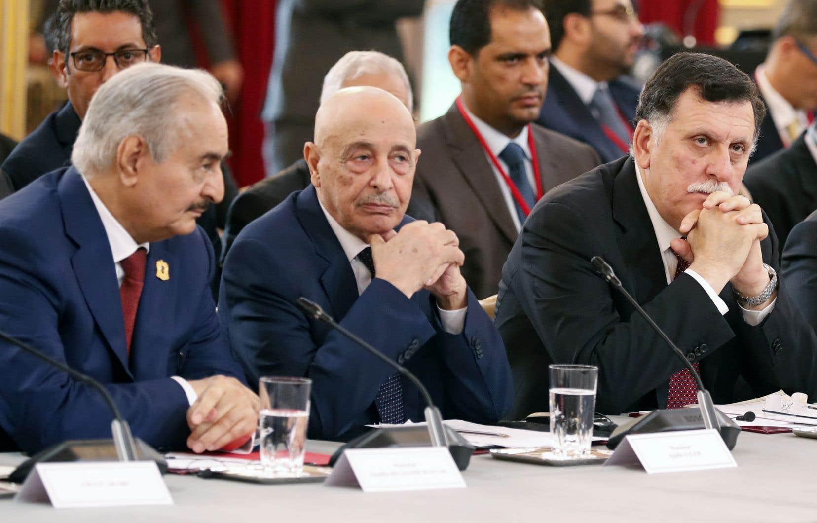 De gauche à droite: le général libyen Khalifa Haftar, le président du Parlement Aguila Saleh, et lechef du gouvernement reconnu par l'ONU,Fayez al-Sarraj