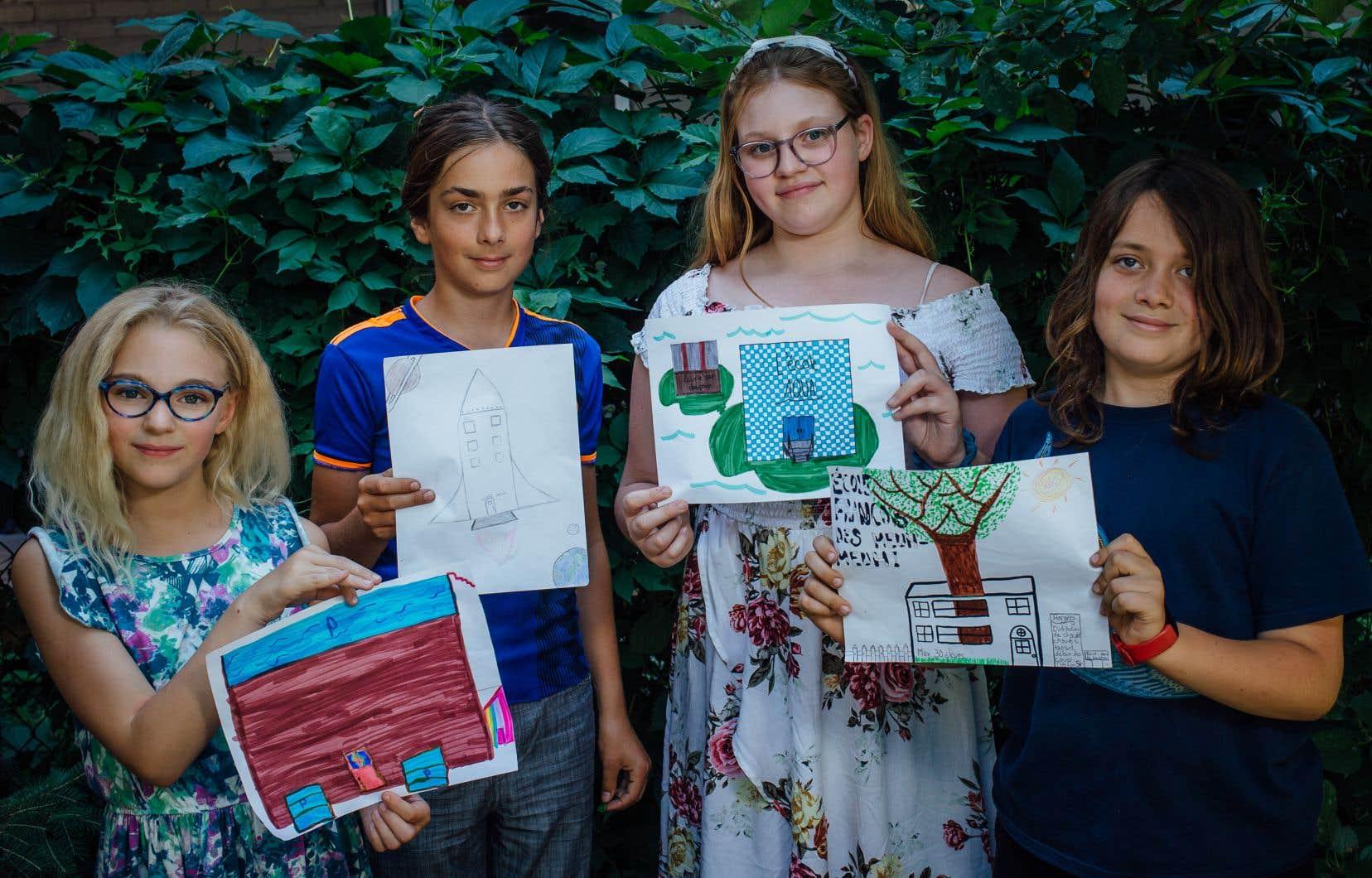 Ophélie, Sacha, Bianca et Félix ont réfléchi au cursus de rêve, à la forme des bâtiments scolaires, aux évaluations et à tout ce qui touche l'école idéale, avant de la représenter par un dessin.