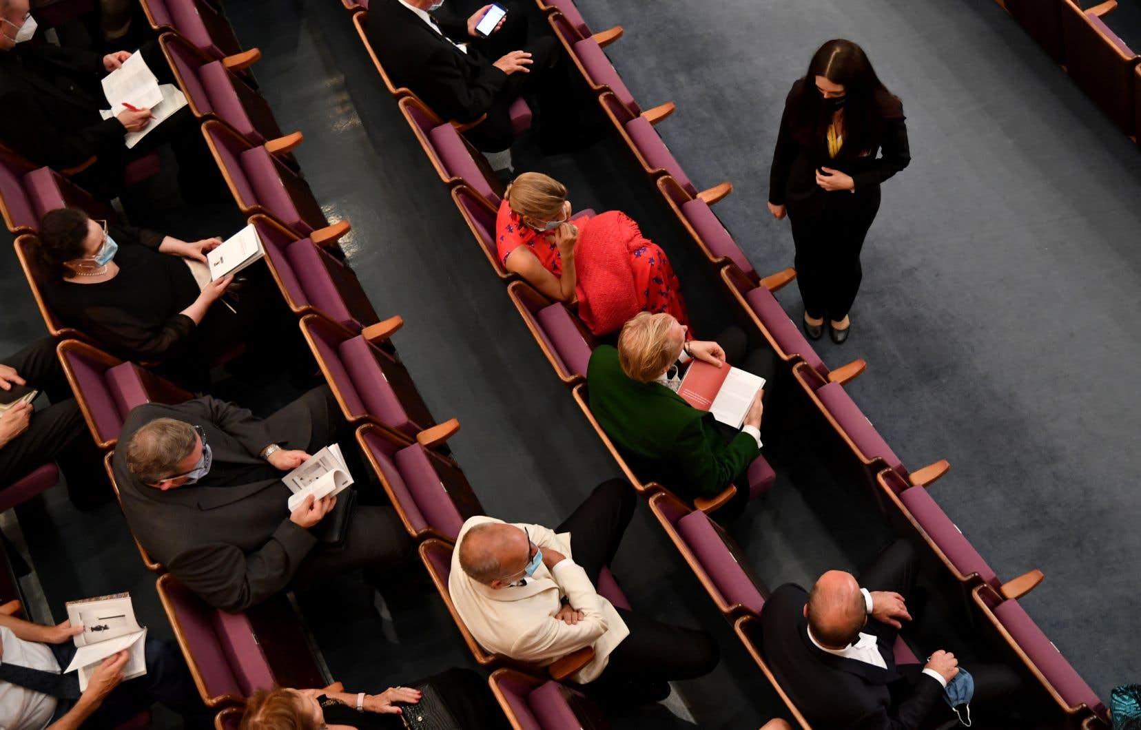 Selon le professeur Willich, tous les sièges d'une salle de concert pourraient être occupés si les spectateurs portaient un masque.