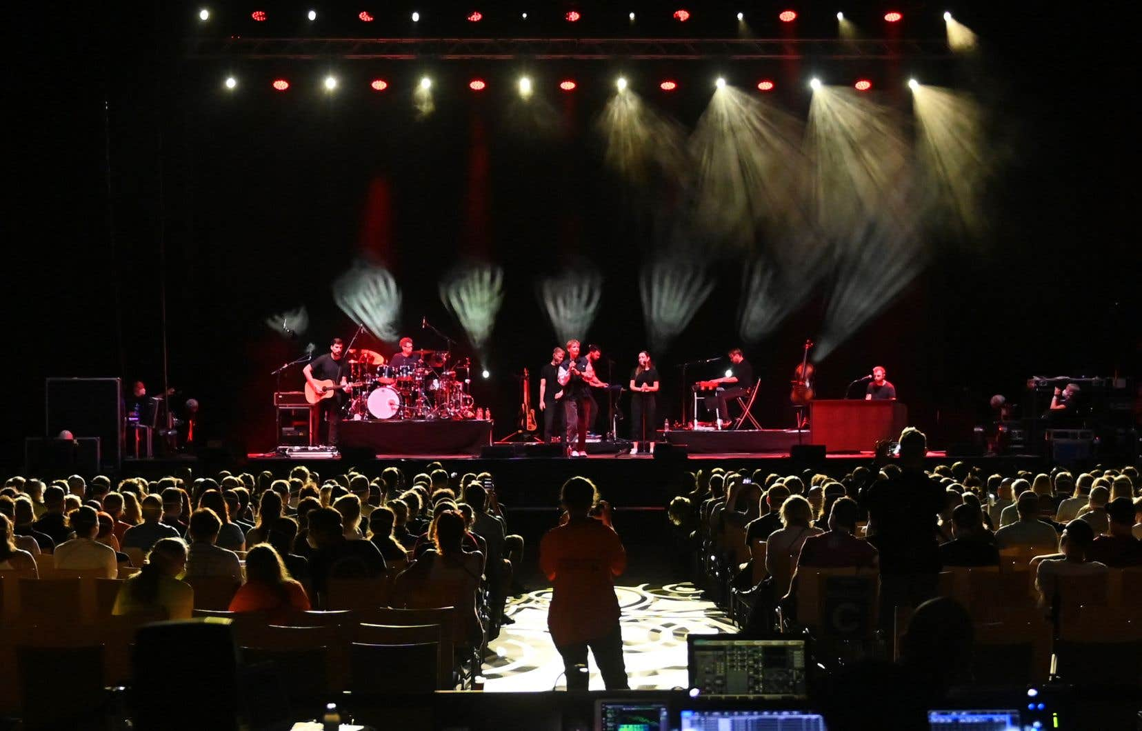 Le chanteur pop Tim Bendzko  a accepté de  se prêter au test en donnant dans la journée trois mini-concerts sous différents formats à Leipzig devant plus de 2000 participants.