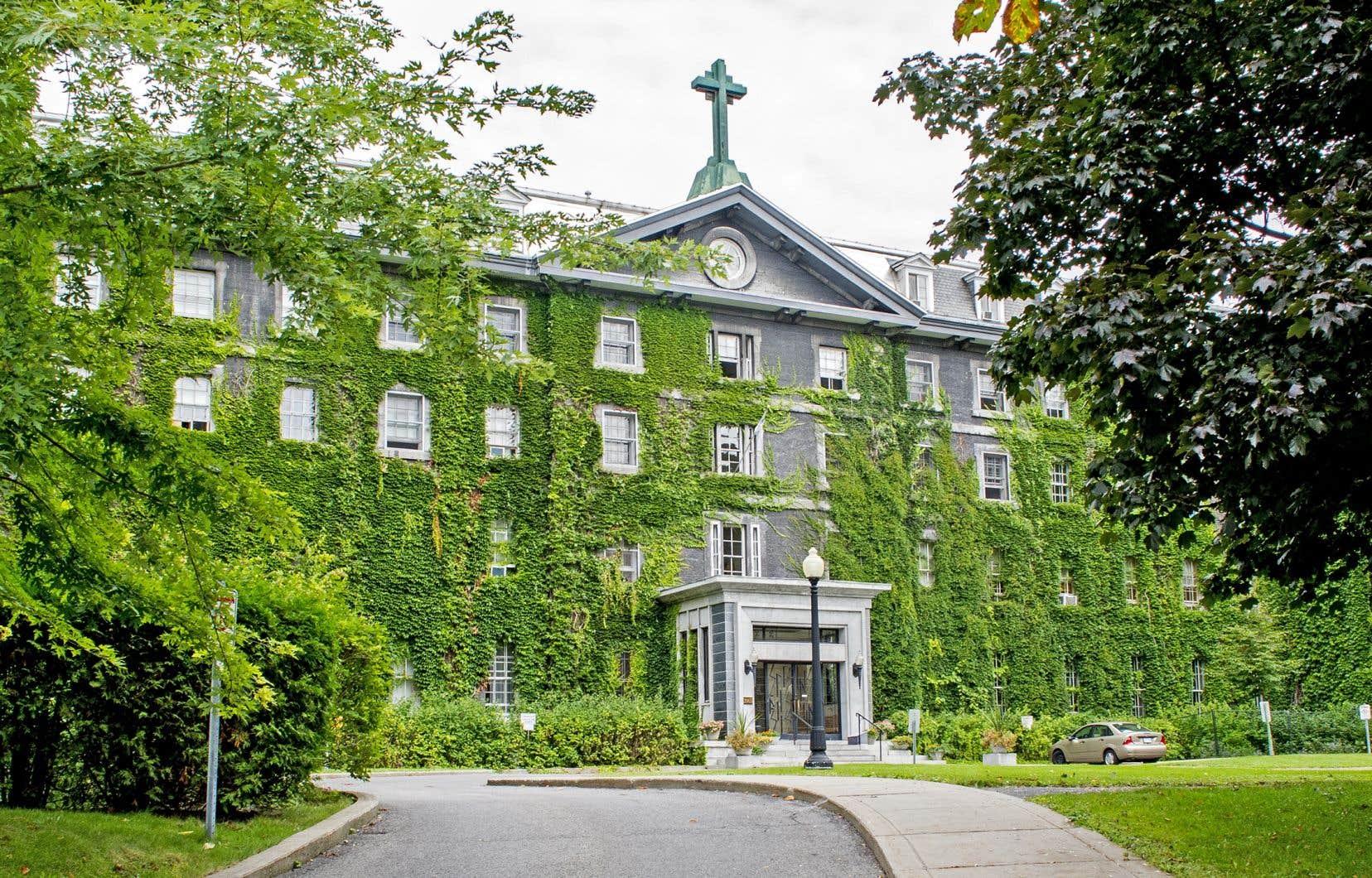 Le Grand Séminaire de Montréal n'accueille de nos jours qu'une poignée d'étudiants prêts à suivre la formation de huit ans pour devenir prêtre.