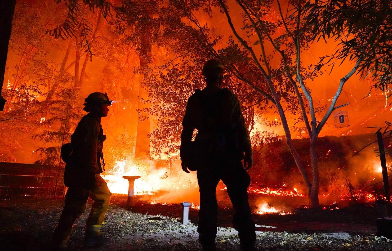 La Californie est à court de pompiers pour faire face aux foyers d'incendie.