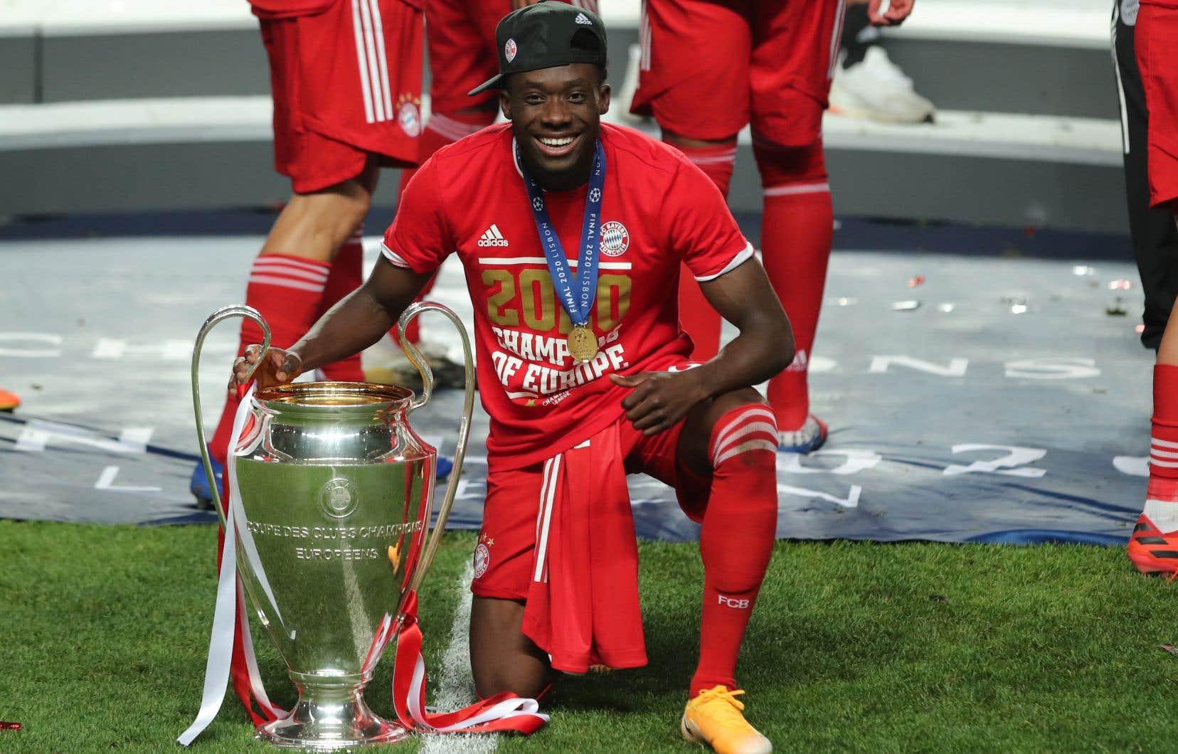 Cette victoire a couronné une saison remarquable pour Davies, qui a été nommé meilleure recrue de la Bundesliga.