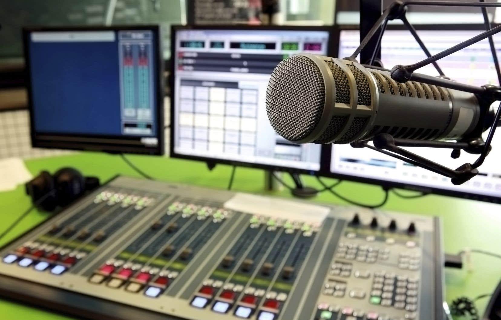 Les entreprises de diffusion les plus vulnérables sont les stations de la bande AM, les stations indépendantes et les stations de radio et de télévision privées dans les marchés de plus petite taille à travers le Canada.