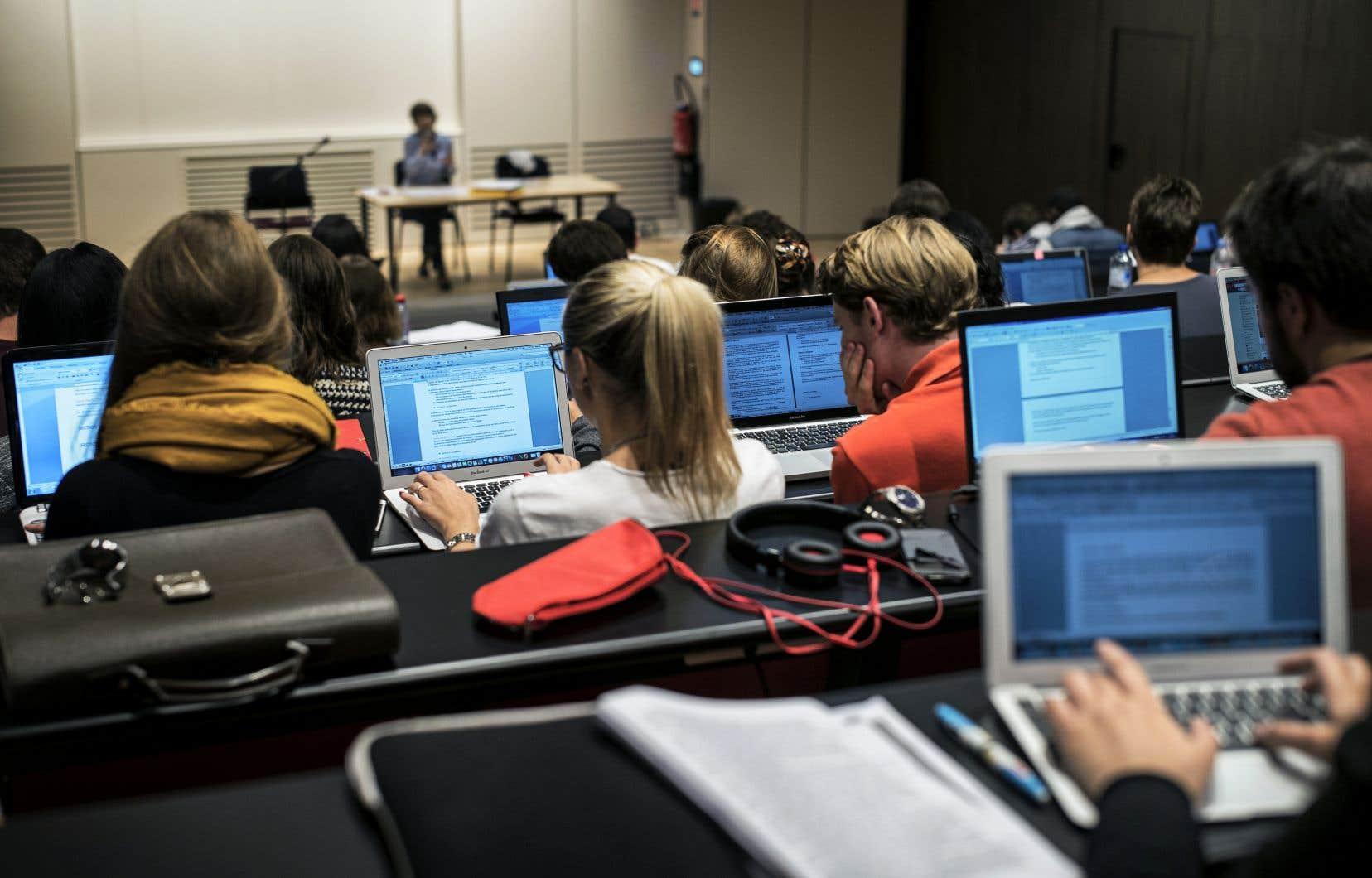 «Une université ou un cours est parfois le seul lieu où un individu peut s'exprimer en français dans son quotidien», écrivent les auteurs.