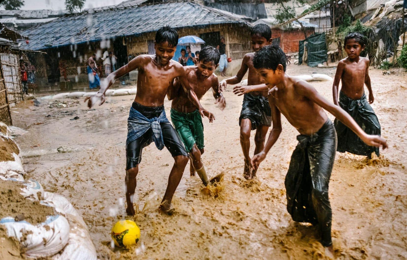 «Errance sans retour», un film de Mélanie Carrier et Olivier Higgins avec des images de Renaud Philippe, documente la crise humanitaire affligeant les Rohingyas. Il est des douze films inscrits en compétition officielle.