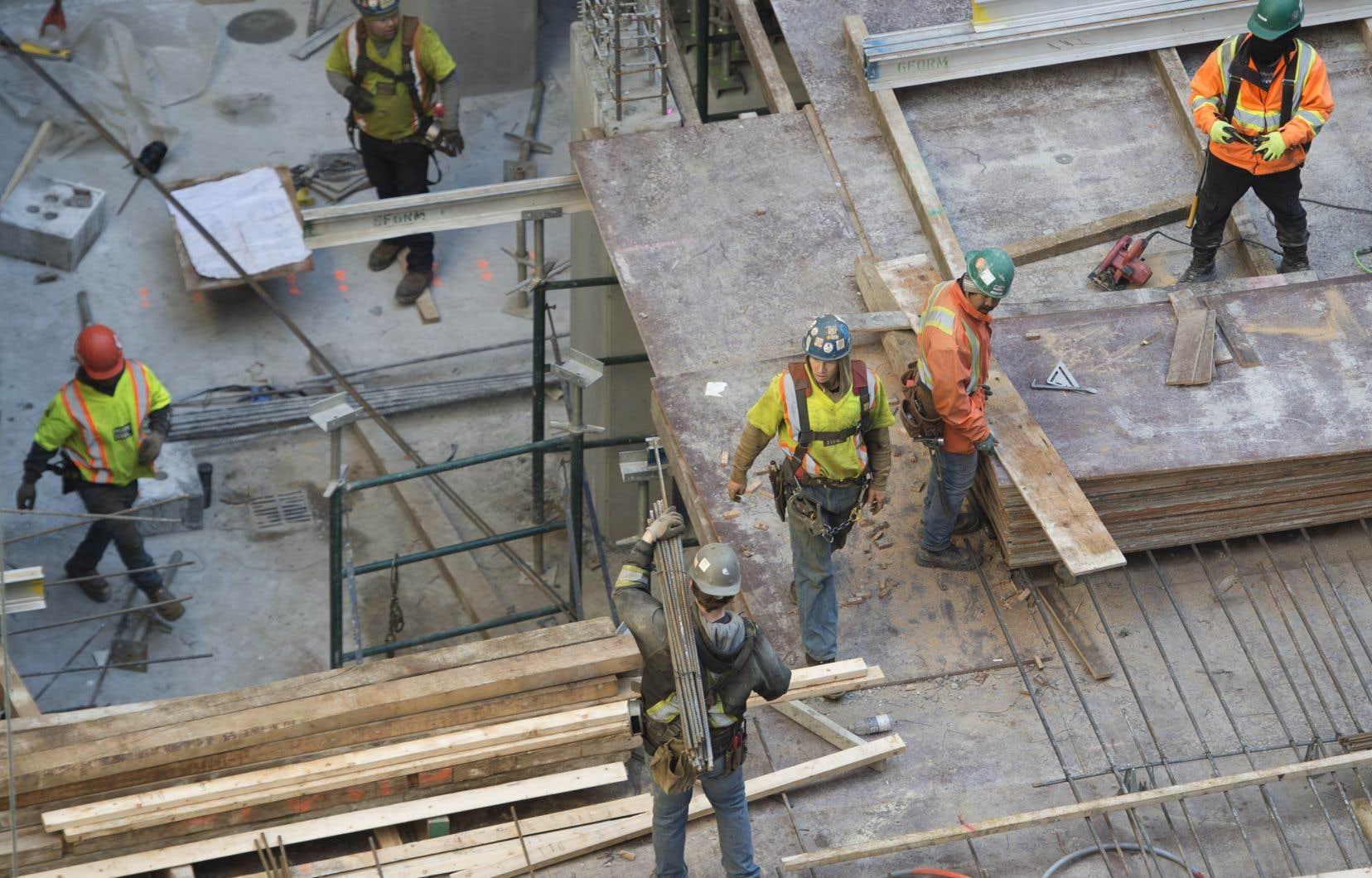 Un spectaculaire rebond en un mois du secteur de la construction de 111% avait réduit d'un coup le manque à gagner de l'économie québécoise à 13,4%.