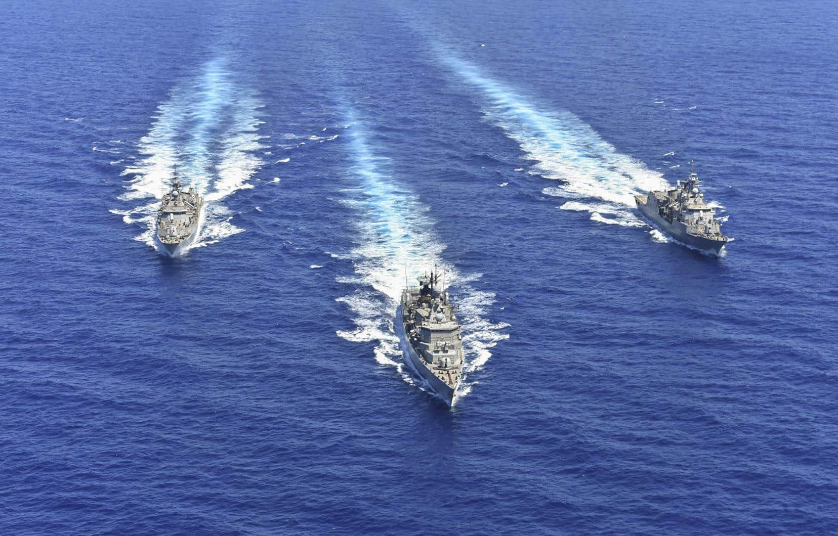 D'un côté, des navires de guerre turcs ont procédé à des exercices avec un destroyer américain, selon le ministère turc de la Défense. De l'autre, un exercice européen mené par Chypre, la Grèce, la France et l'Italie (notre photo) a commencé mercredi et doit durer jusqu'à vendredi dans le sud et le sud-ouest de Chypre, selon une source militaire.