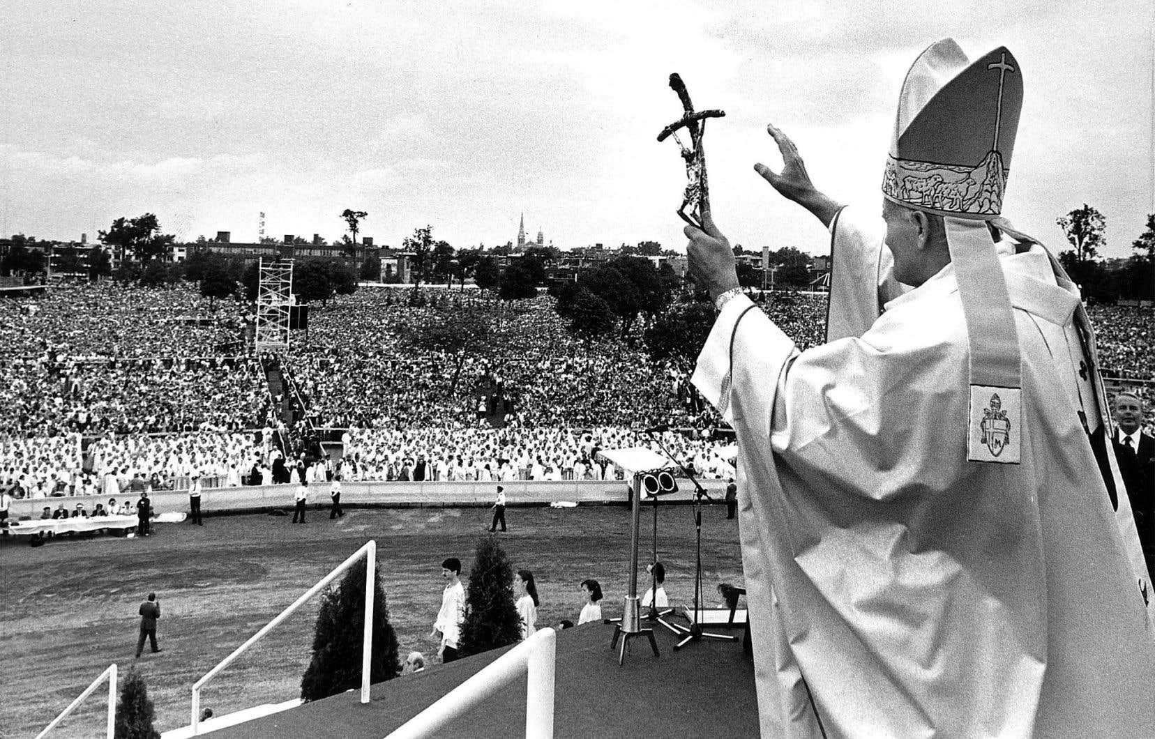 Le maire Jean Drapeau avait alors décidé de changer le nom du parc Jarry pour le rebaptiser «parc Jean-Paul II», ce qui fut fait en 1985.