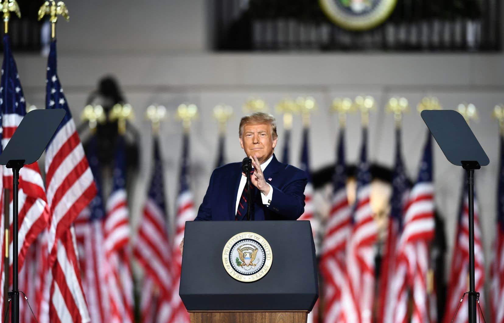 Scène inédite, et longtemps inimaginable, les pelouses de la Maison Blanche ont été transformées en scène de rassemblement politique.