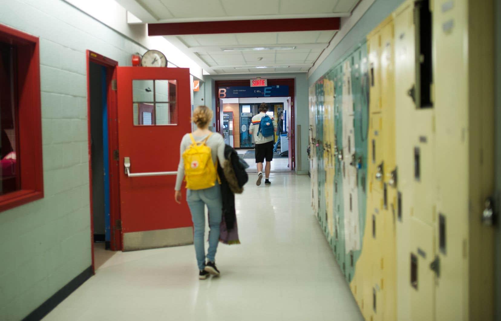 Selon les données préliminaires de la Fédération des cégeps, il y aurait 78449 étudiants qui entrent au cégep pour la première fois, une hausse de 0,7% par rapport à l'an passé.
