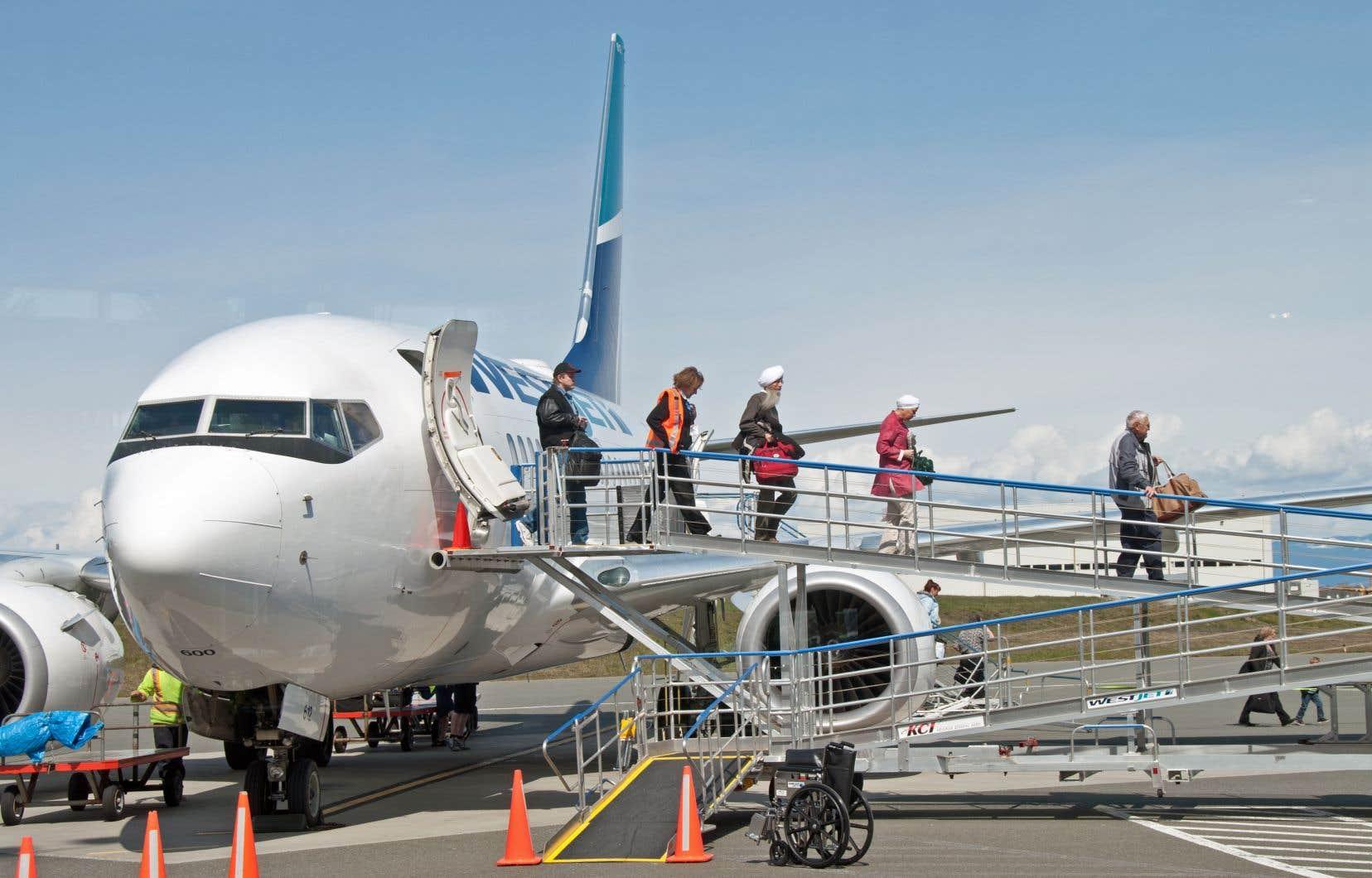 À compter du 1erseptembre, une personne qui ne porte pas de couvre-visage se le fera demander par les agents de bord de WestJet.