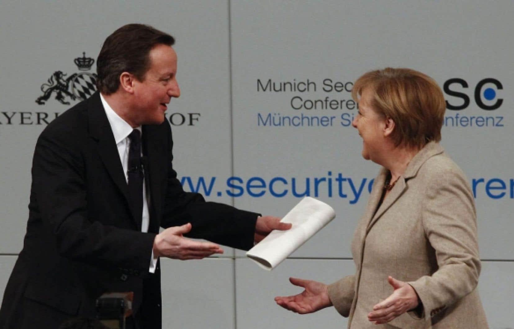 Le premier ministre britannique, David Cameron, et la chancelière allemande, Angela Merkel, à Munich.