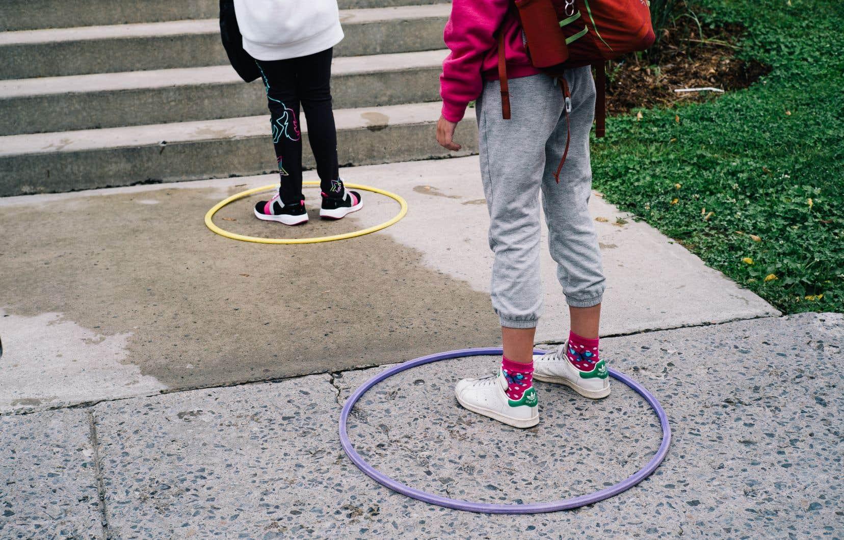 Les mesures sanitaires en place donnent un drôle d'aspect à la rentrée scolaire 2020.