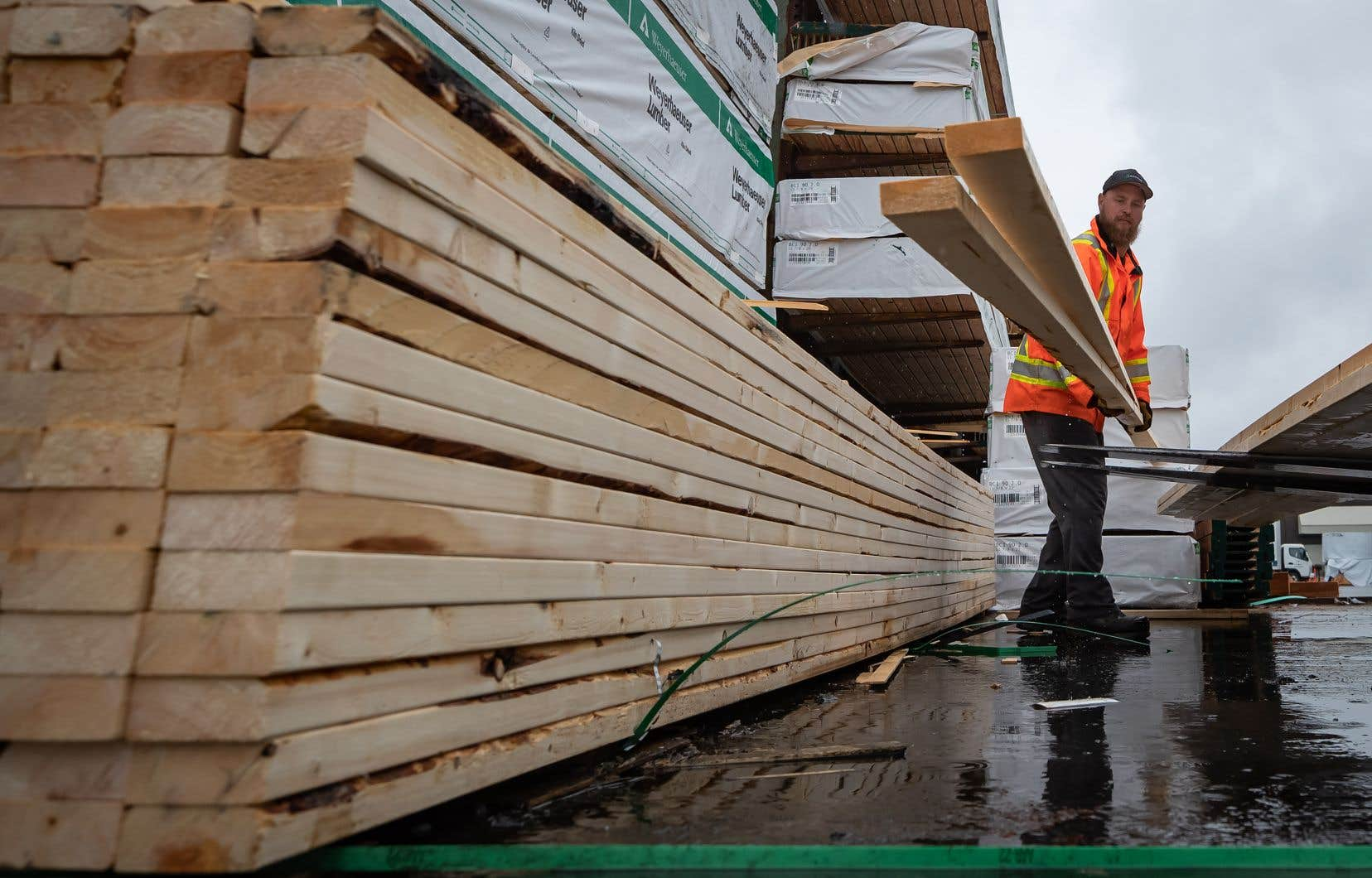 Les exportations canadiennes de bois d'œuvre jouent un rôle essentiel aux États-Unis, où la demande de produits du bois utilisés dans la construction dépasse considérablement l'offre intérieure.