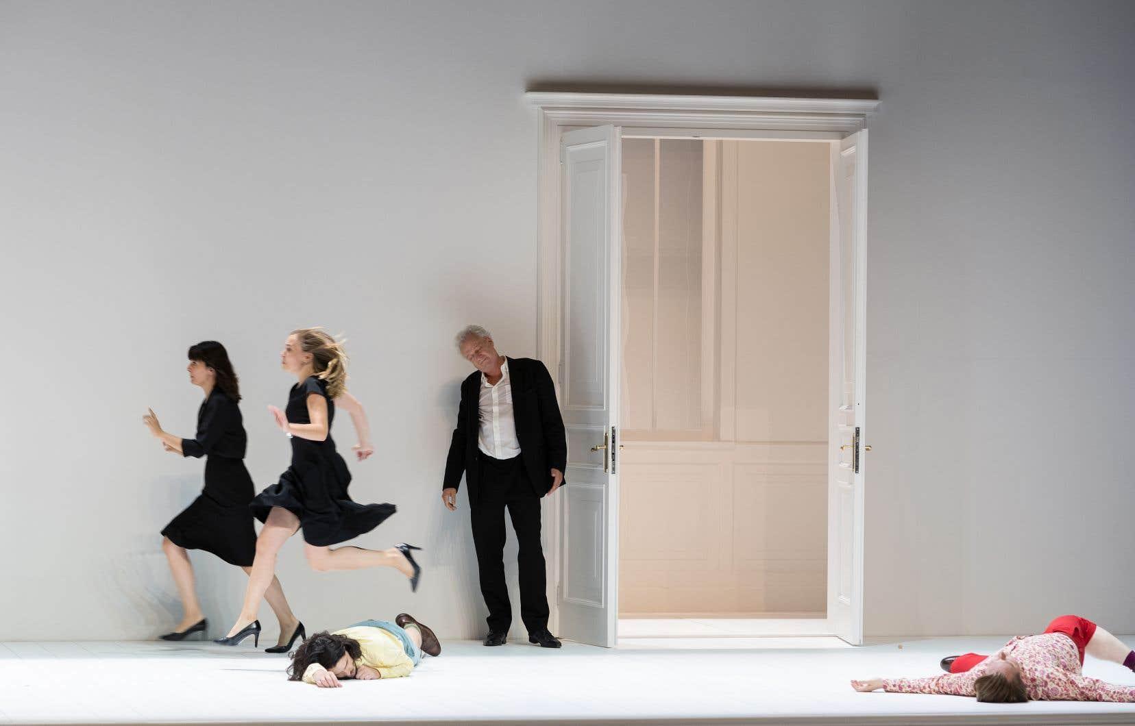 Une scène de l'opéra de Mozart «Così fan tutte» présenté au Festival du centenaire à Salzbourg