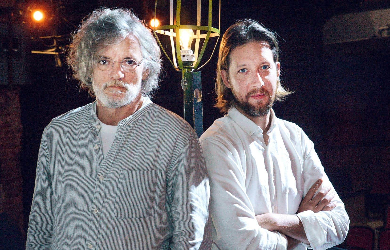 Pour défendre le rôle exigeant du biblio-thécaire hollandais, François Girard (à gauche) a choisi nul autre que l'acteur Emmanuel Schwartz, qui se produira sur la scène du TNM.