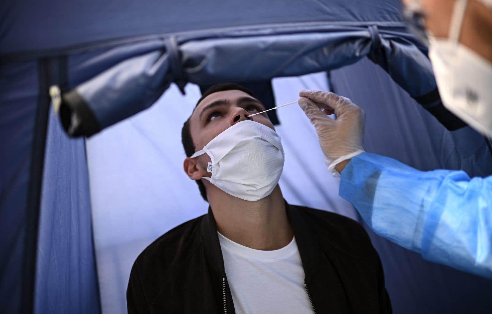 Les tests continuent leur progression, avec 1029275 sur les 7 derniers jours, soit près de 9millions réalisés en tout depuis le début de l'épidémie en mars.