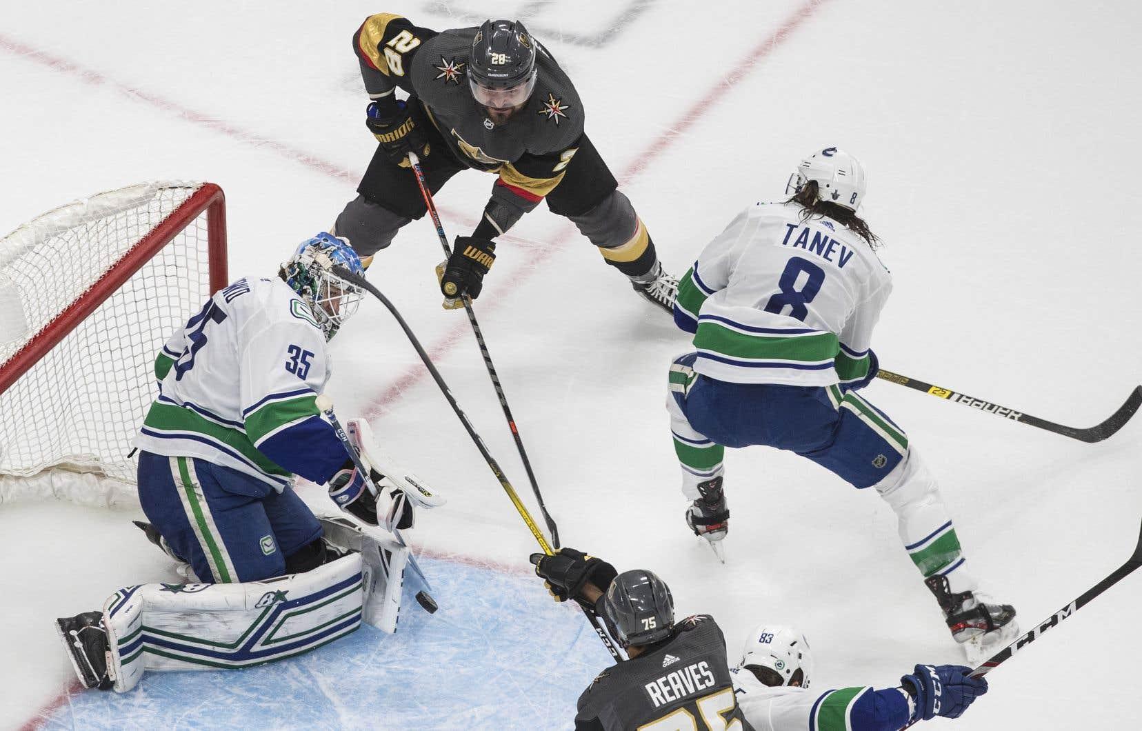 Vendredi, les Canucks de Vancouver ont été blanchis 3-0 par les Golden Knights de Vegas lors du septième match de la demi-finale de l'Association Ouest.