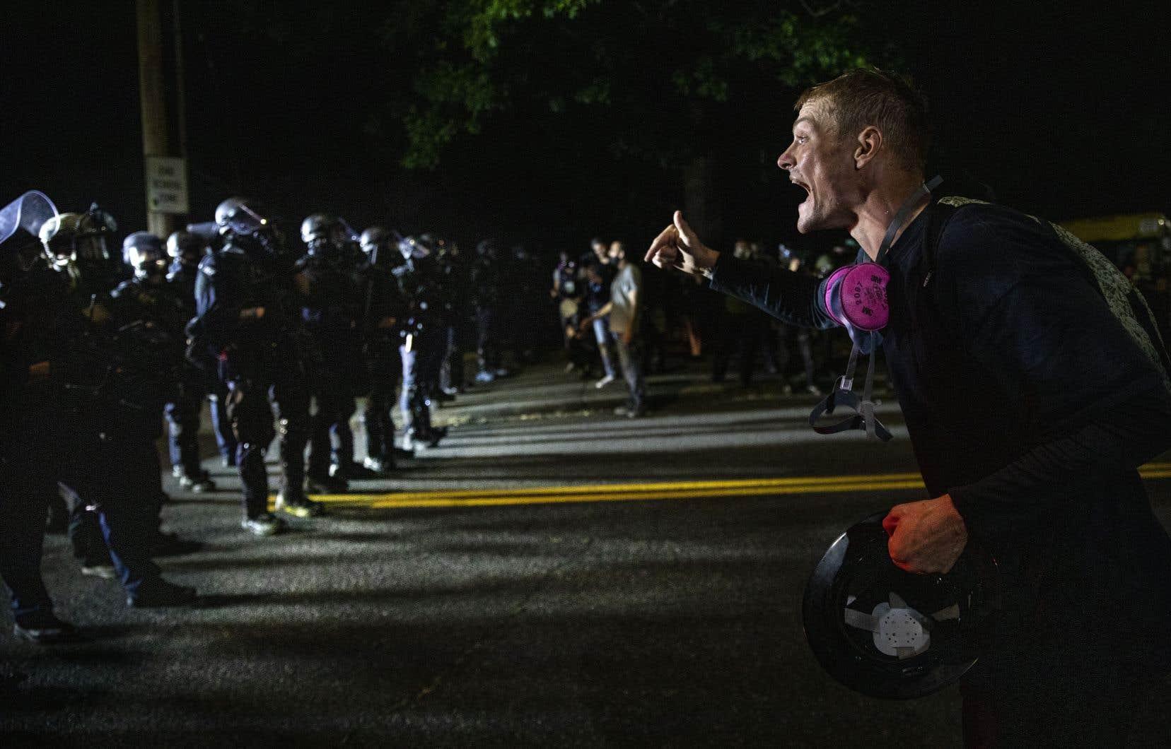 La police a qualifié la manifestation d'illégale, puis d'émeute.