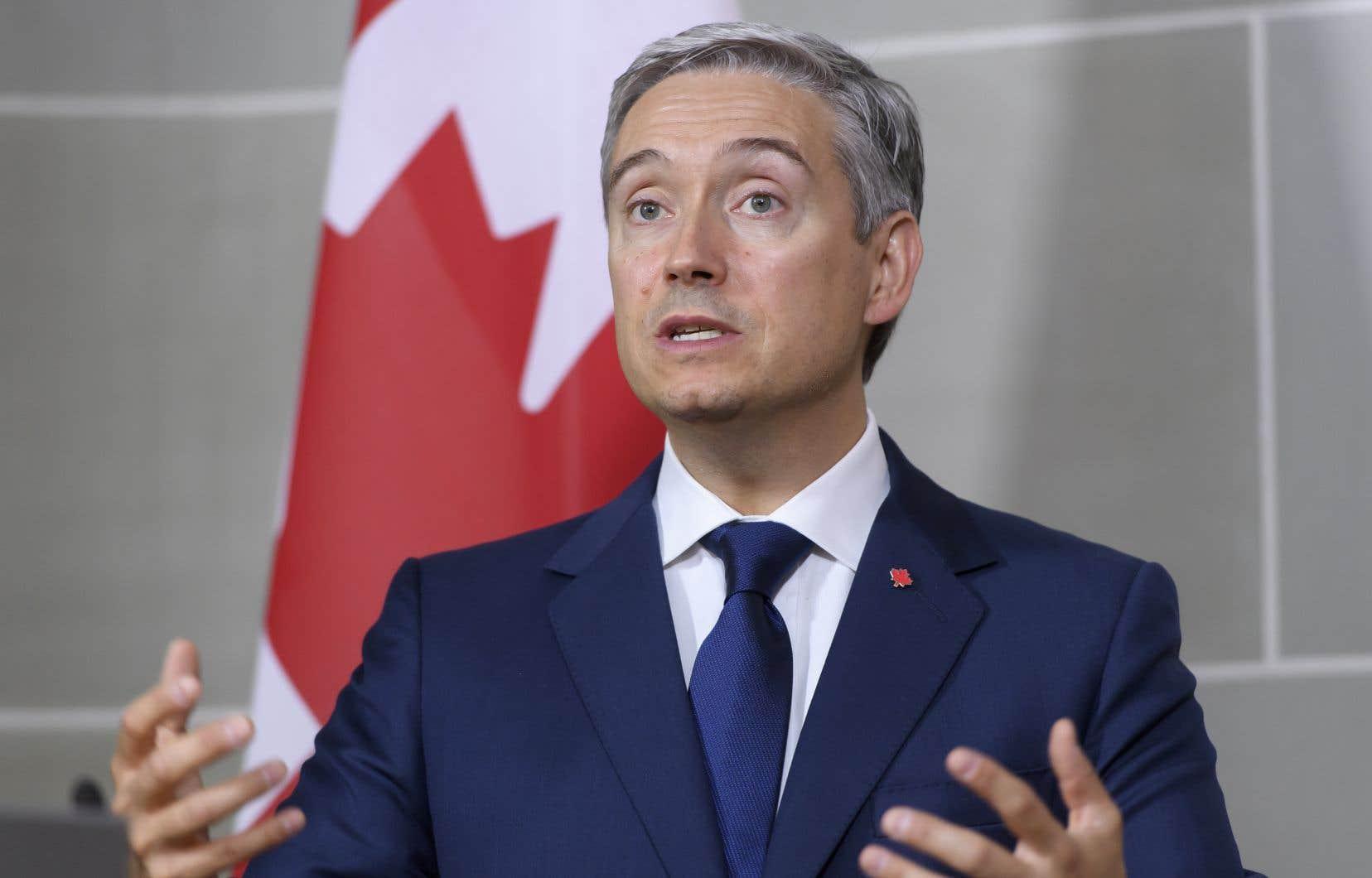 En entrevue, le ministre des Affaires étrangères, François-Philippe Champagne, a déclaré ne pas s'inquiéter de la position du Canada sur les enjeux autochtones domestiques.