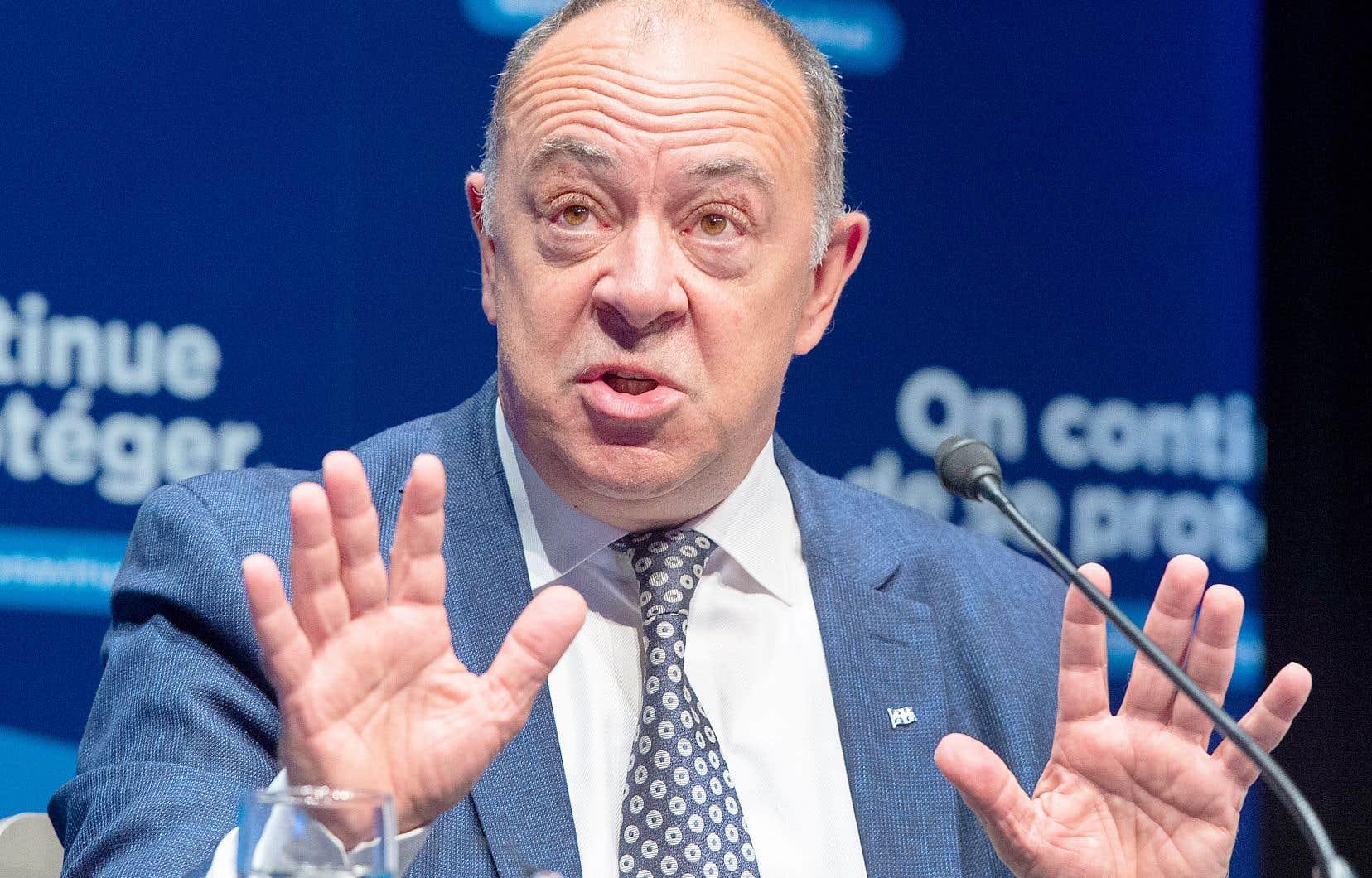 Le ministre de la Santé, Christian Dubé, a expliqué en conférence de presse le nouveau système d'alerte à quatre paliers.