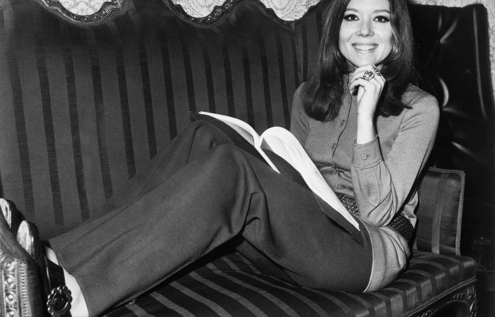 Diana Rigg était devenue icône de la mode dans les années1960 grâce à son rôle de l'agente secrète Emma Peel dans la série télé <i>Chapeau melon et bottes de cuir</i>.